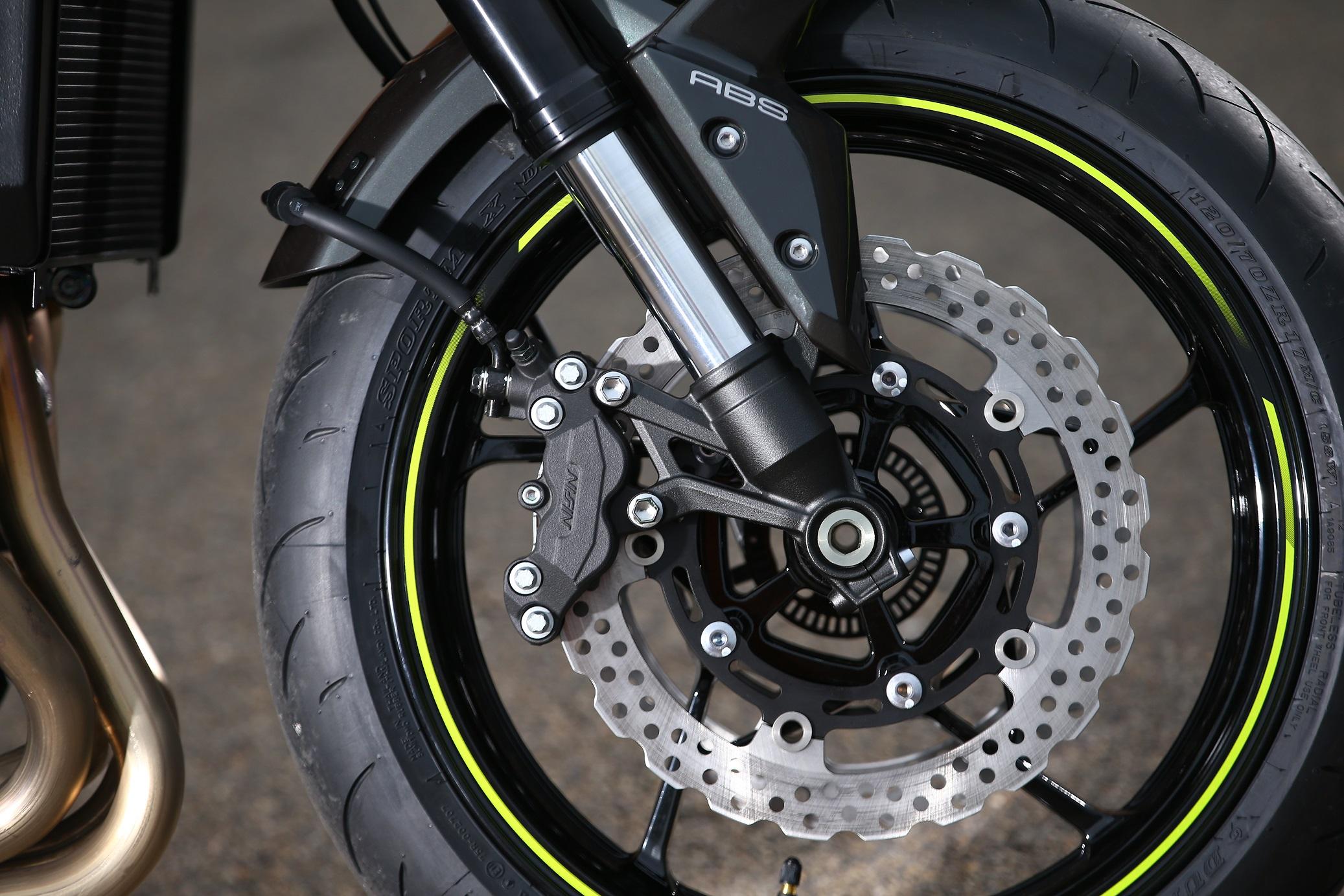 Kawasaki Z900 brakes
