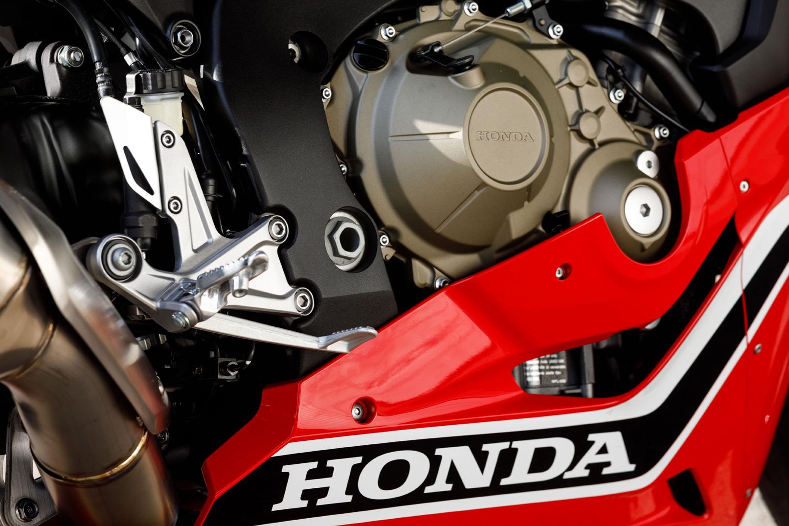 Honda CBR1000RR Fireblade 2017 engine