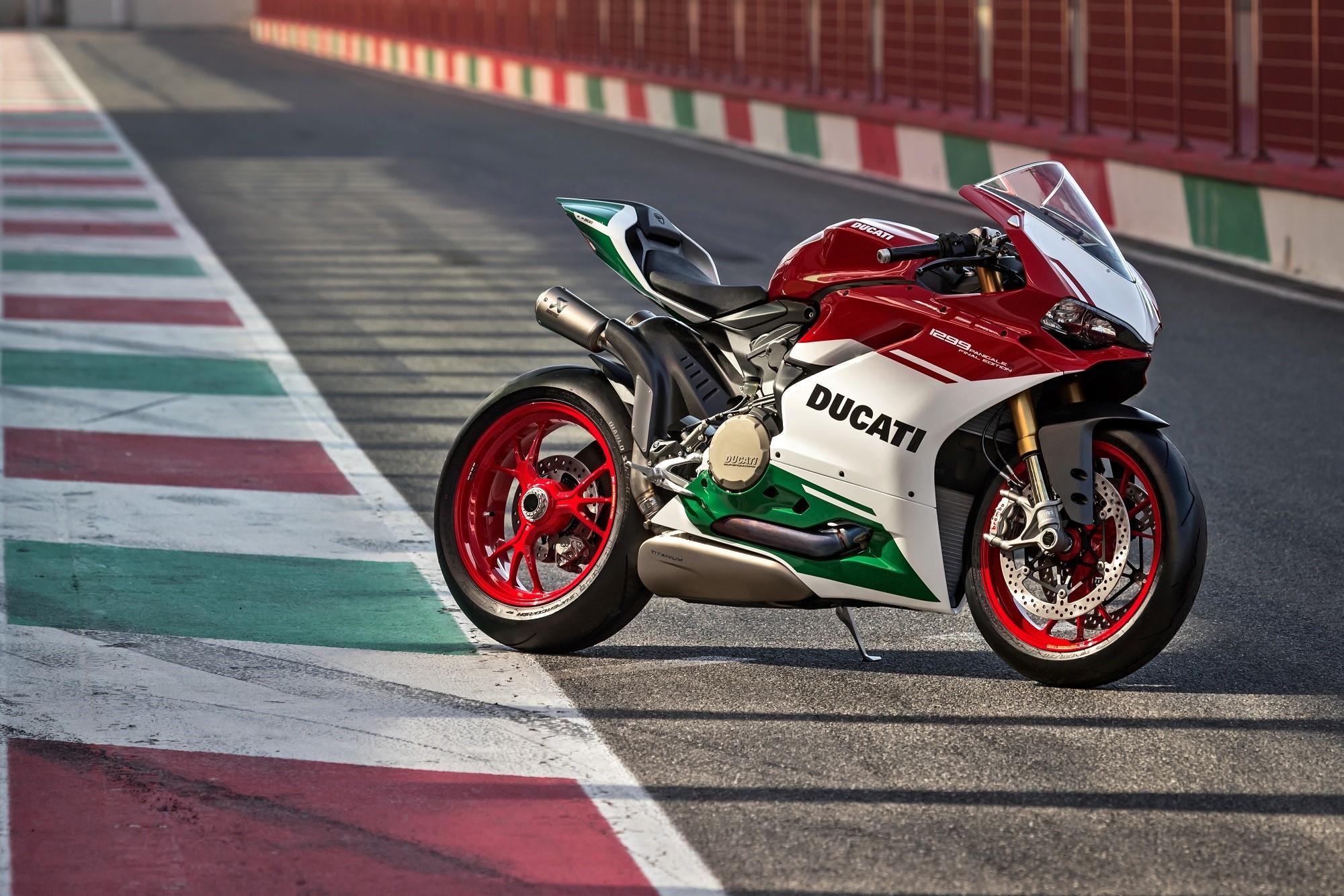 Ducati-Panigale-R-FE