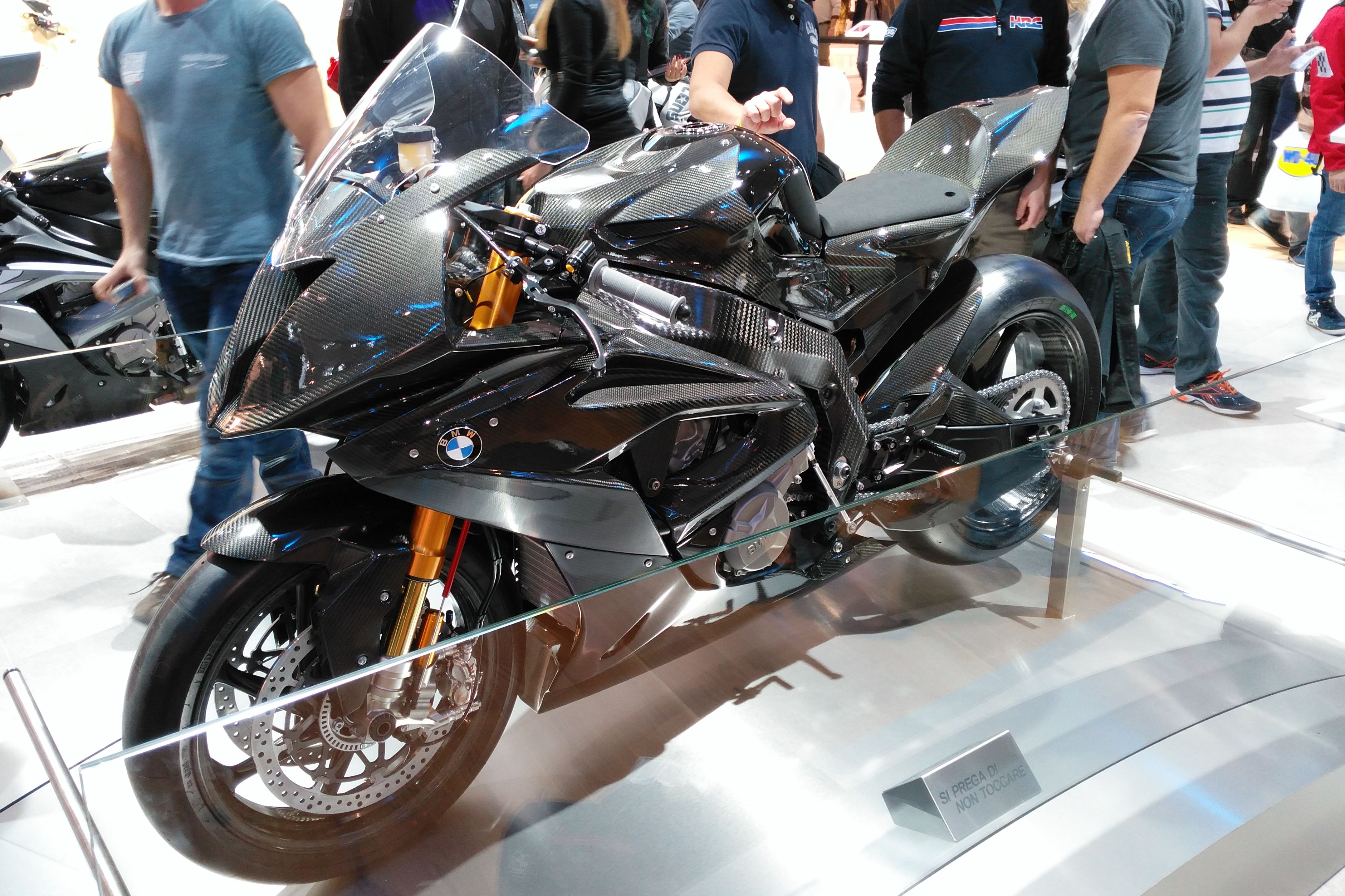 bmw hp4 prototype visordown. Black Bedroom Furniture Sets. Home Design Ideas