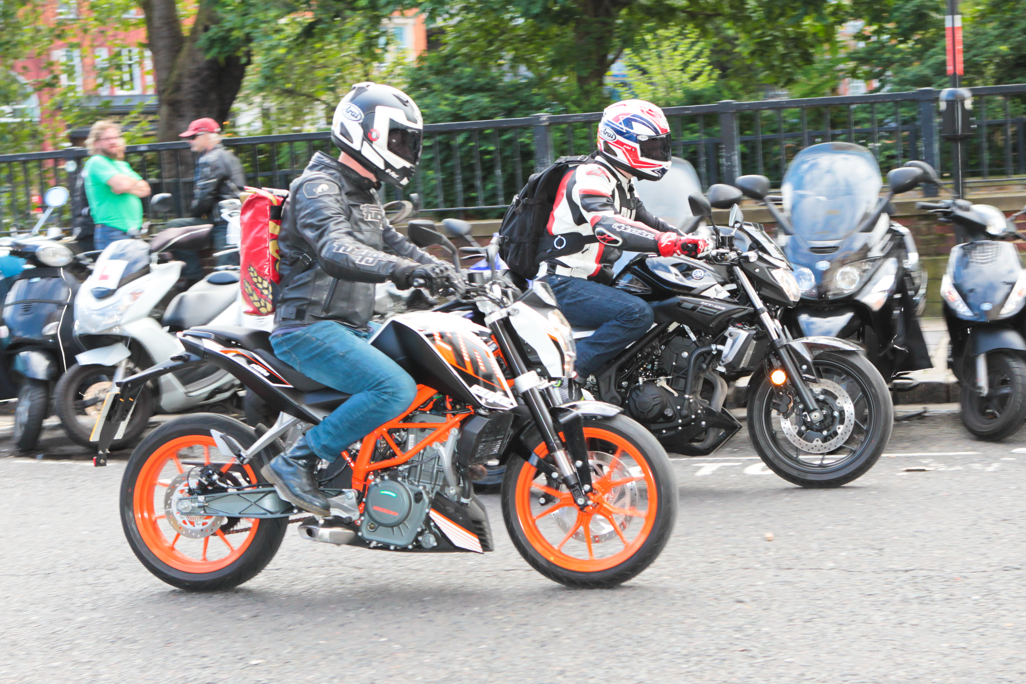 Back to back test yamaha mt 03 vs ktm d visordown for Motor city road test