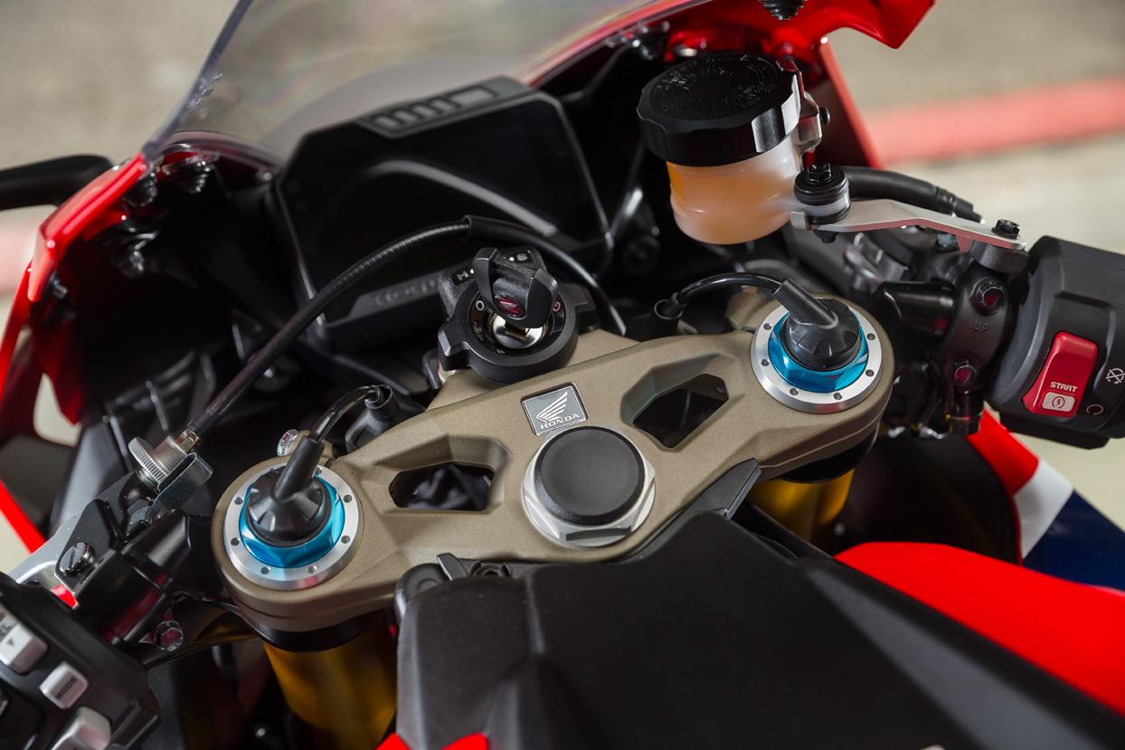 First Ride Honda Cbr1000rr Firebladesp Review Page 2 Visordown