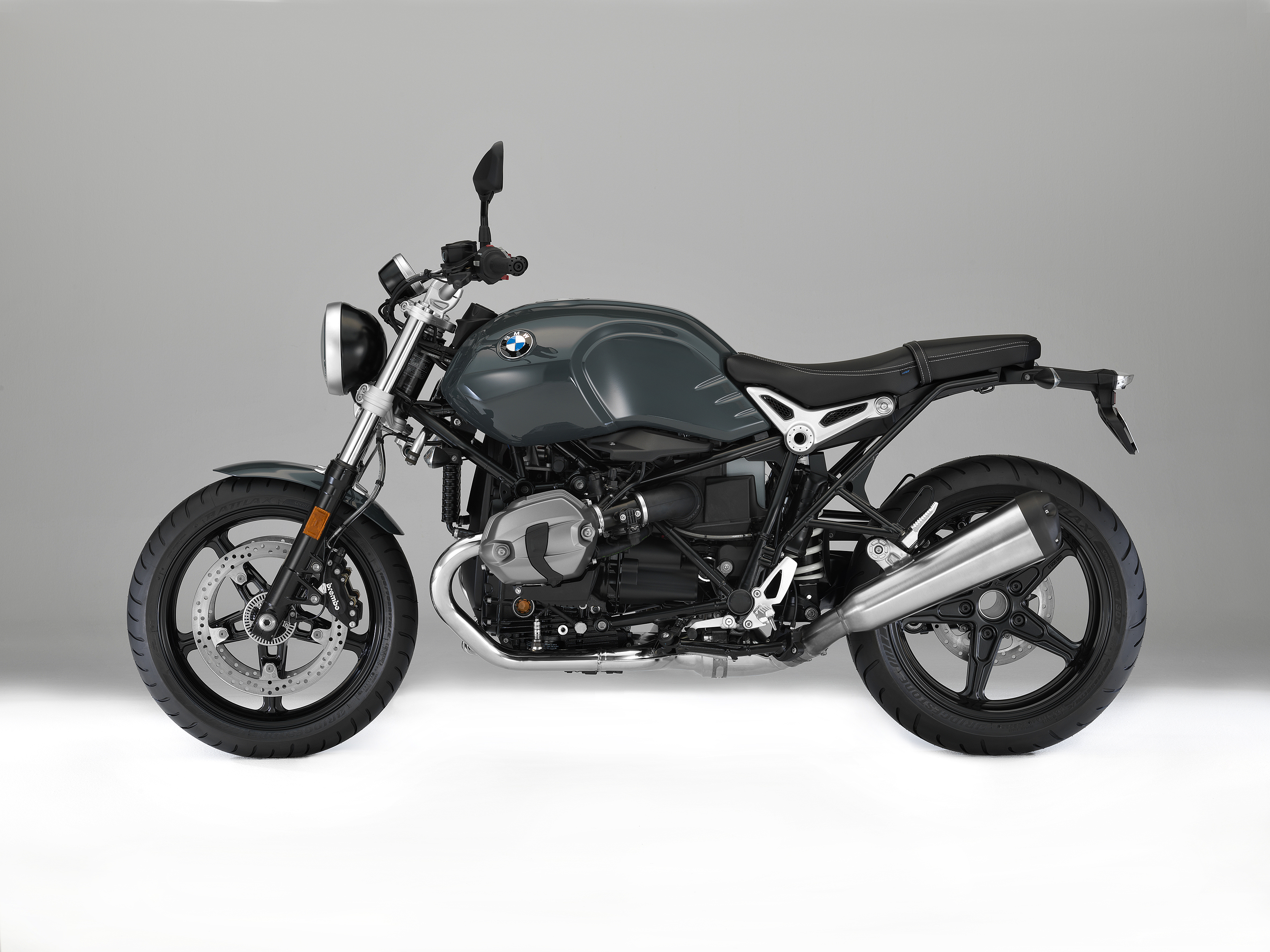 BMW reveals two new members of R nineT family