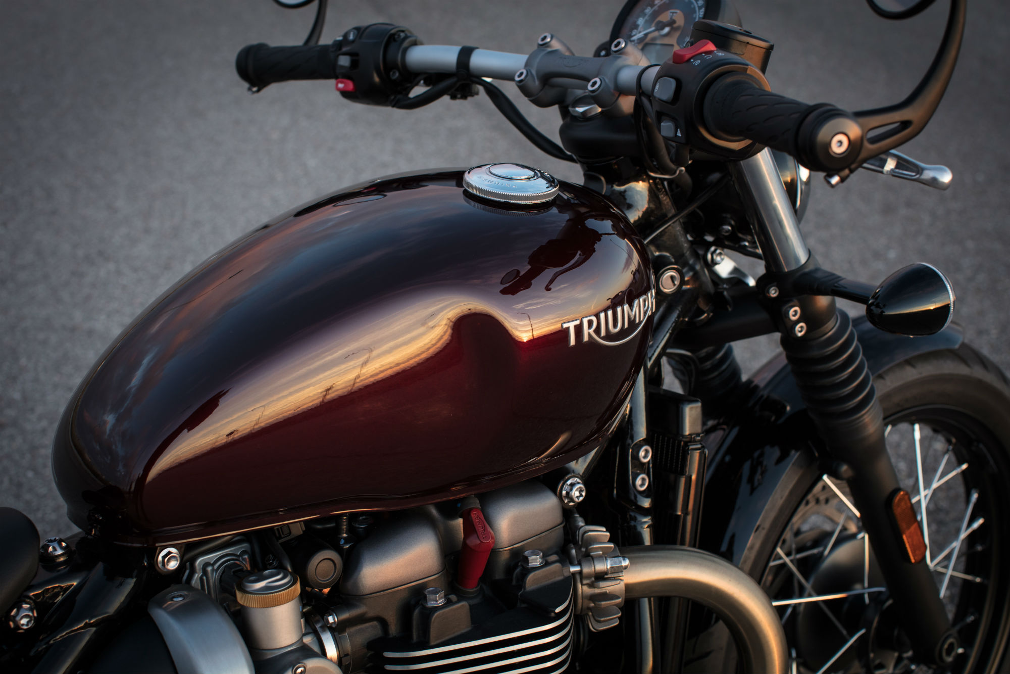 Triumph Bobber Review With Specs And Uk Price Visordown