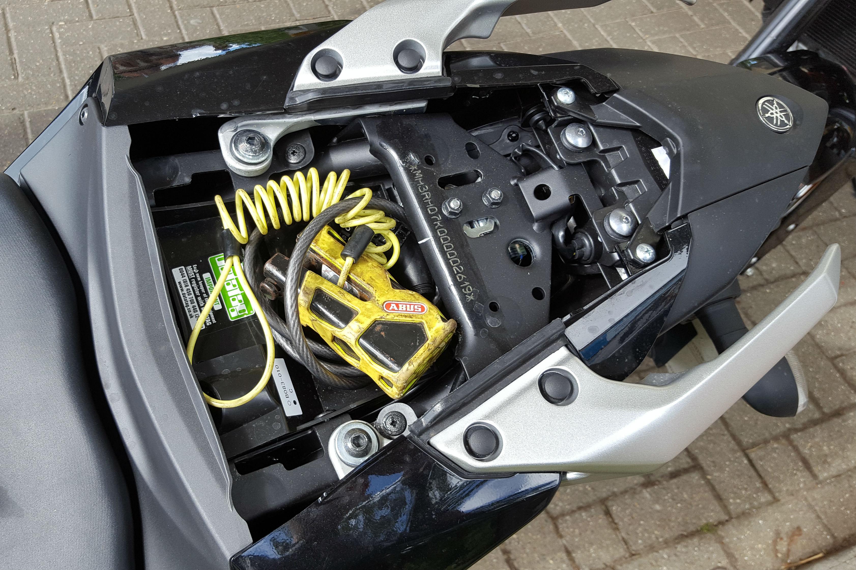 Back To Back Test Yamaha Mt 03 Vs Ktm Duke 390 Review Visordown