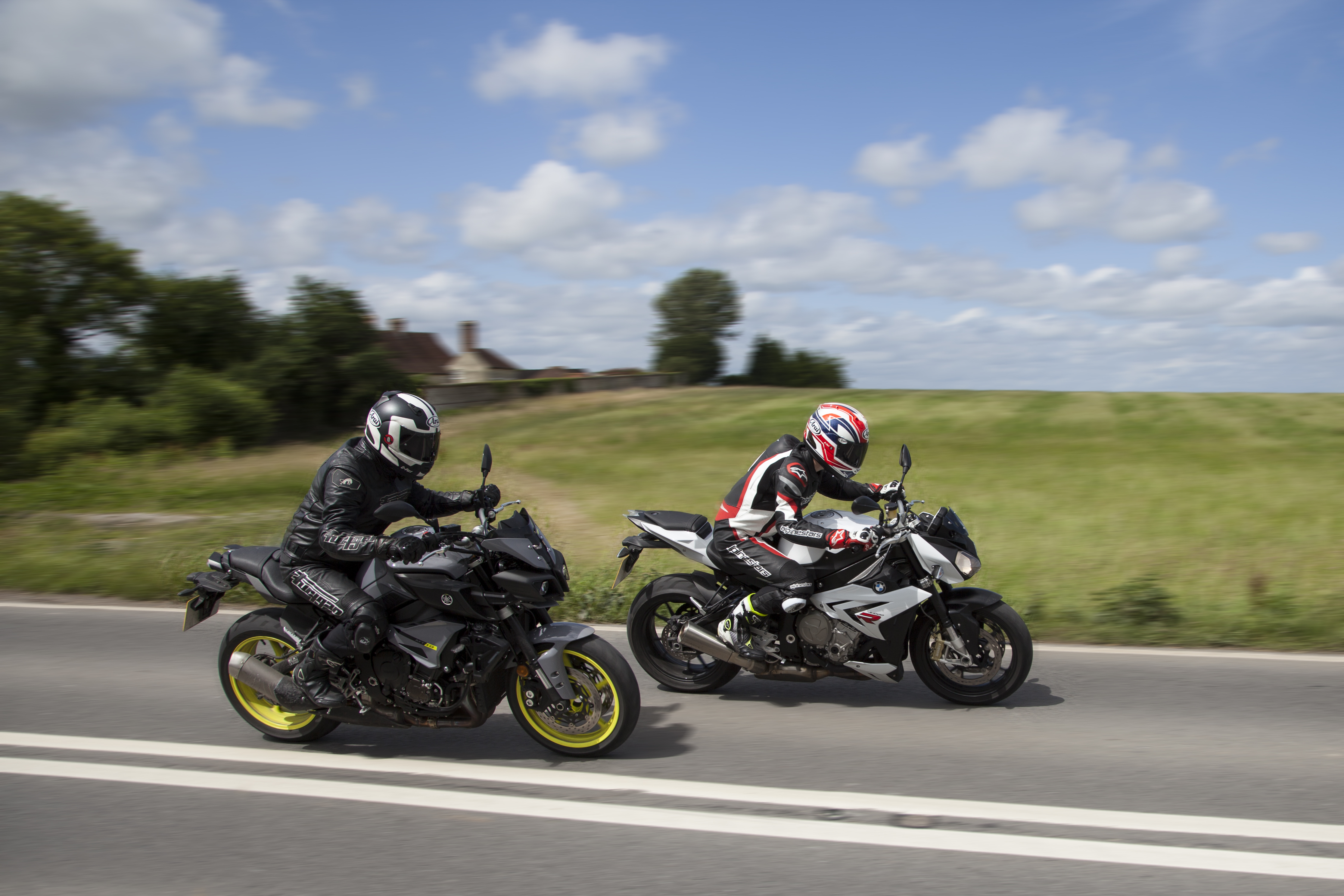 Back To Back Test Yamaha Mt 10 Vs Bmw S1000r Review Visordown