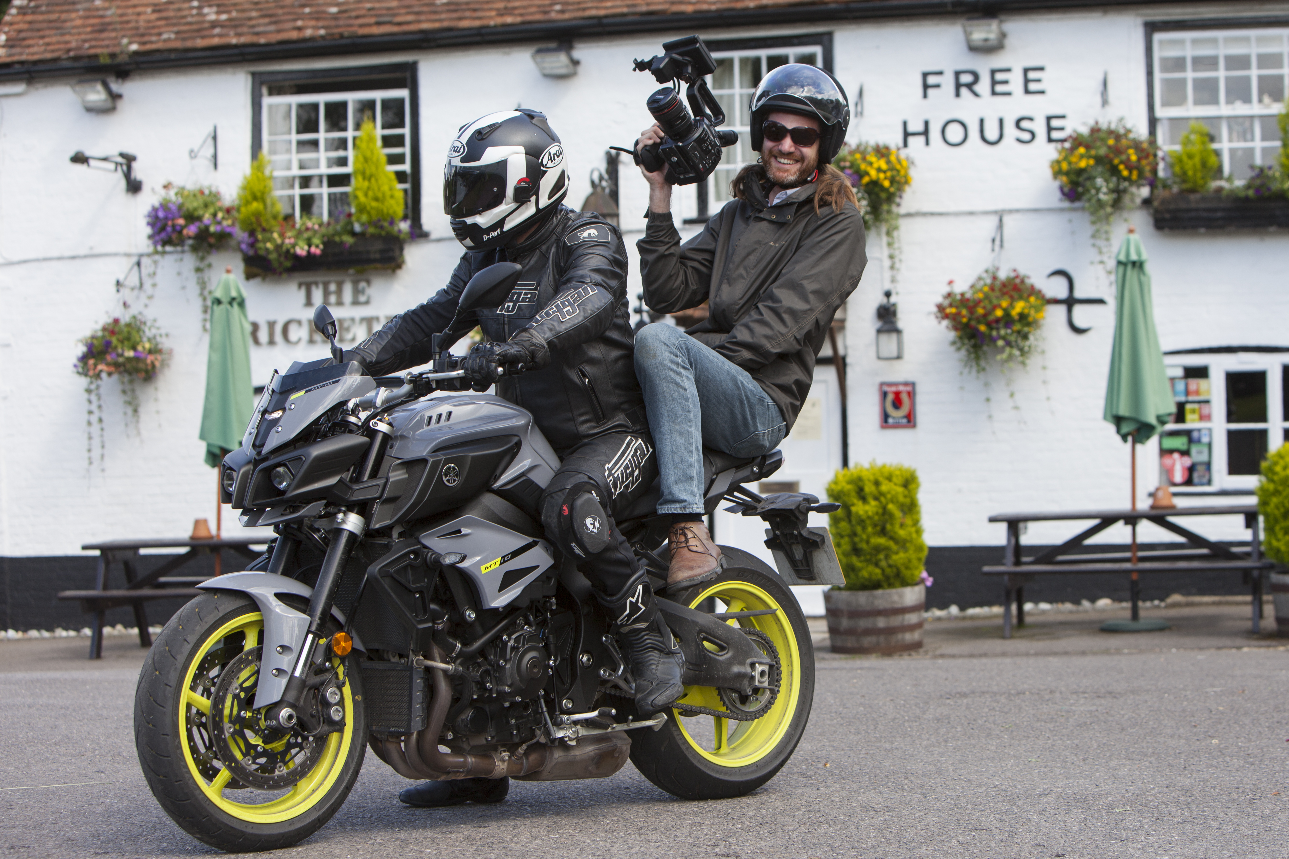 Back To Back Test Yamaha Mt 10 Vs Bmw S Visordown