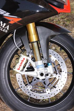2010 Aprilia RSV4 Factory Mallory Park track test
