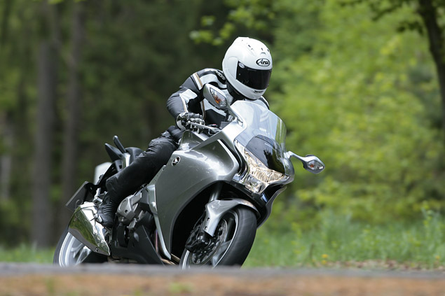2010 Honda VFR1200F DCT first ride review
