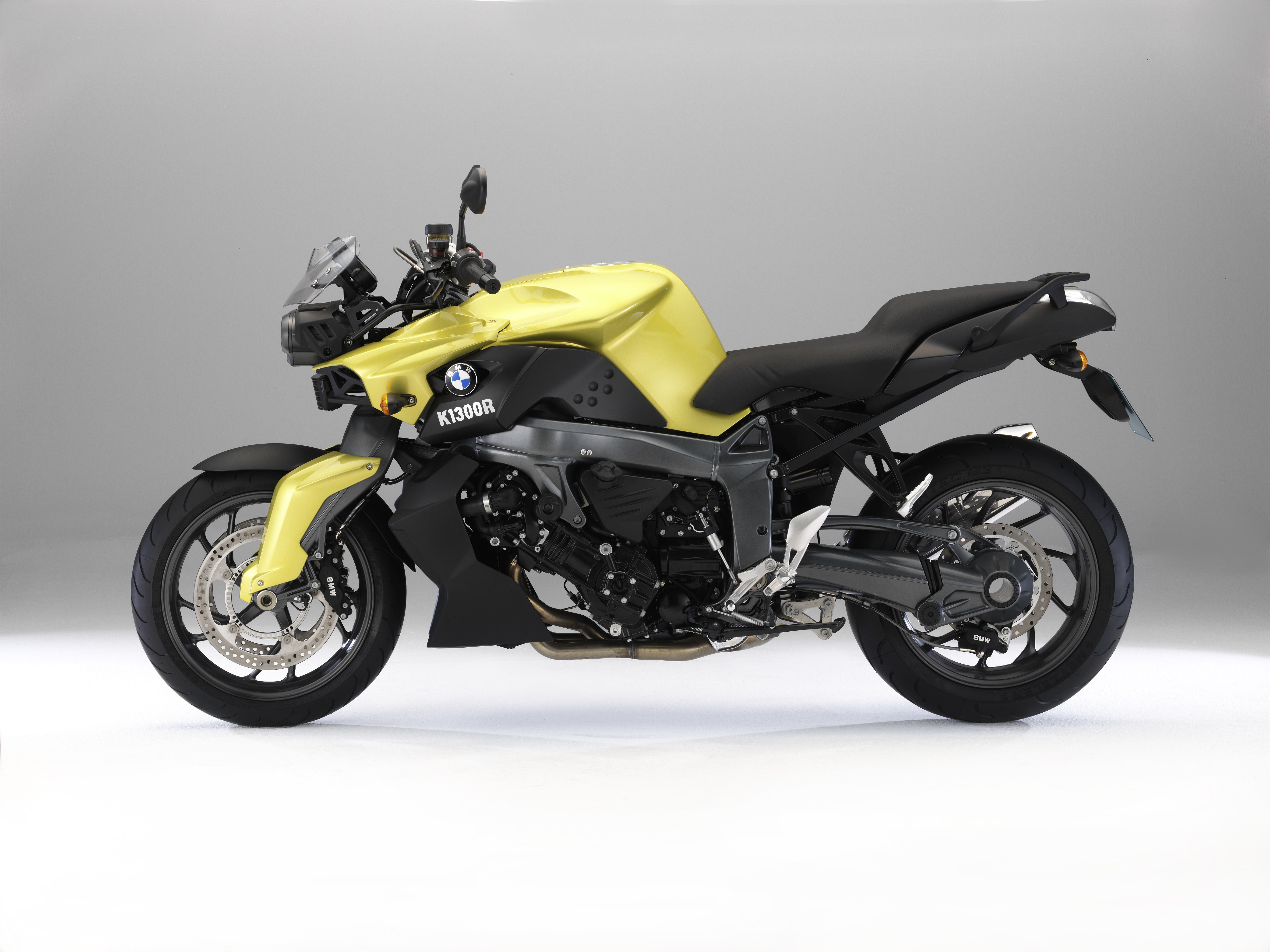 bmw introduce k1300r dynamic visordown. Black Bedroom Furniture Sets. Home Design Ideas