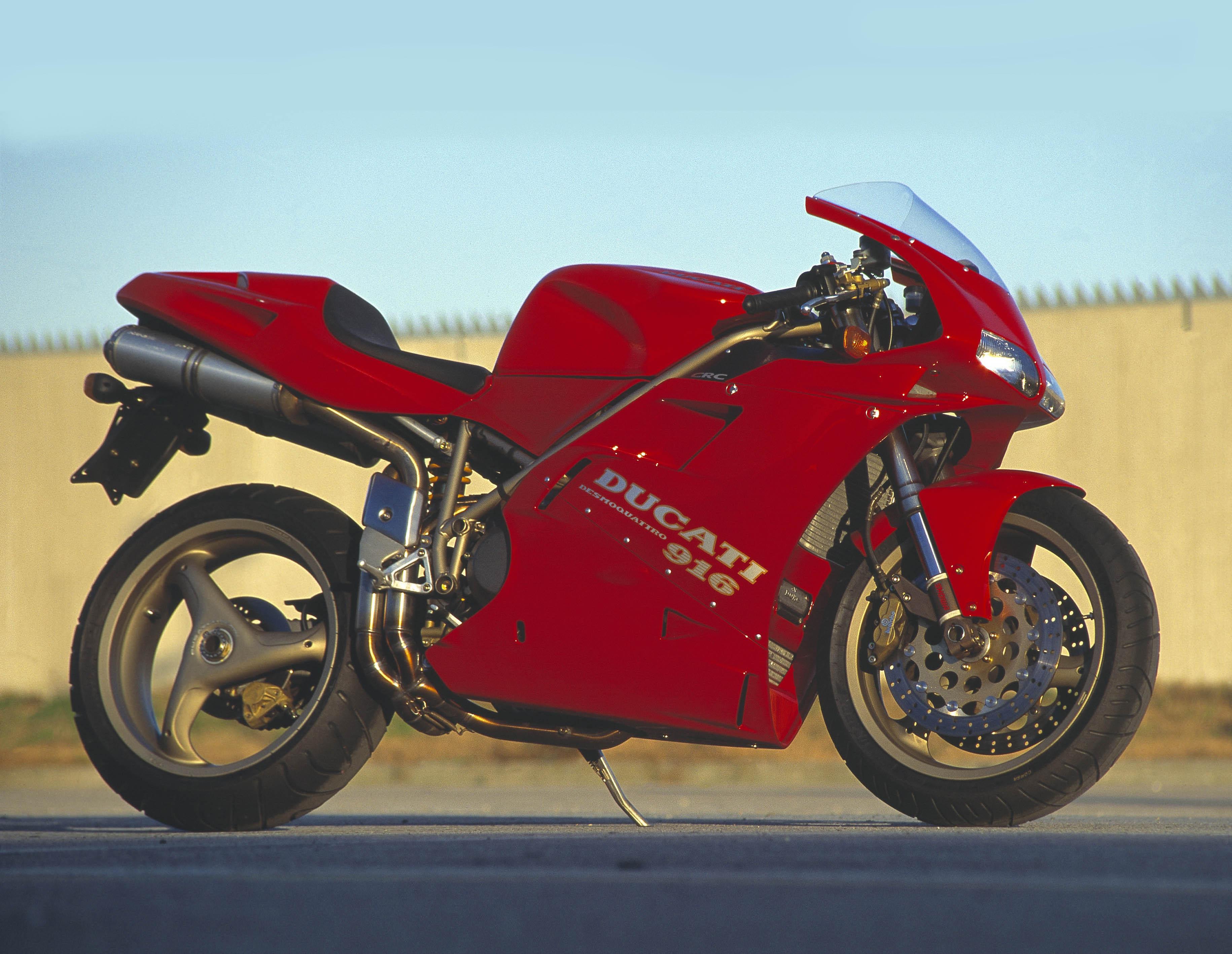 ducati 916 the bike the legend visordown. Black Bedroom Furniture Sets. Home Design Ideas