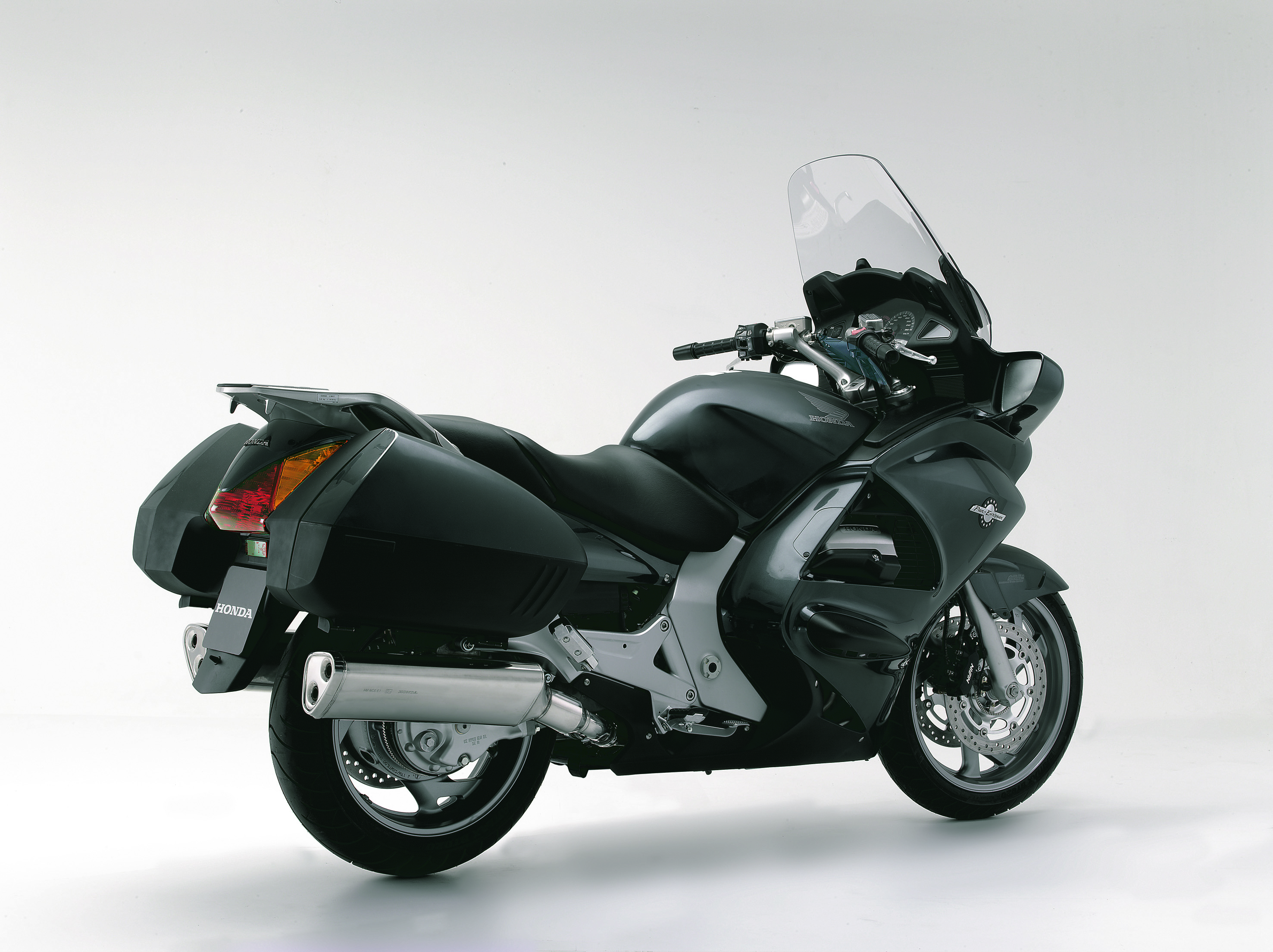 first ride 2006 honda st1300 pan european visordown. Black Bedroom Furniture Sets. Home Design Ideas