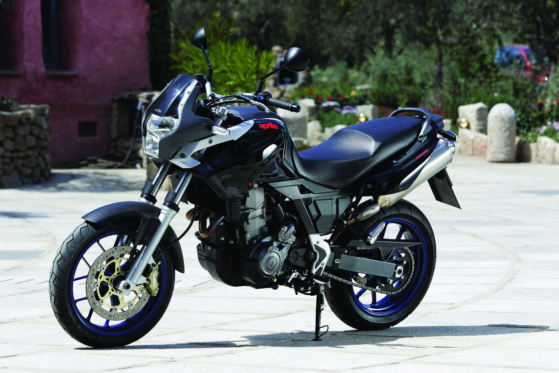 road test aprilia pegaso 650 strada visordown. Black Bedroom Furniture Sets. Home Design Ideas