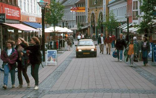 IAM survey: 48% want to remove pavements