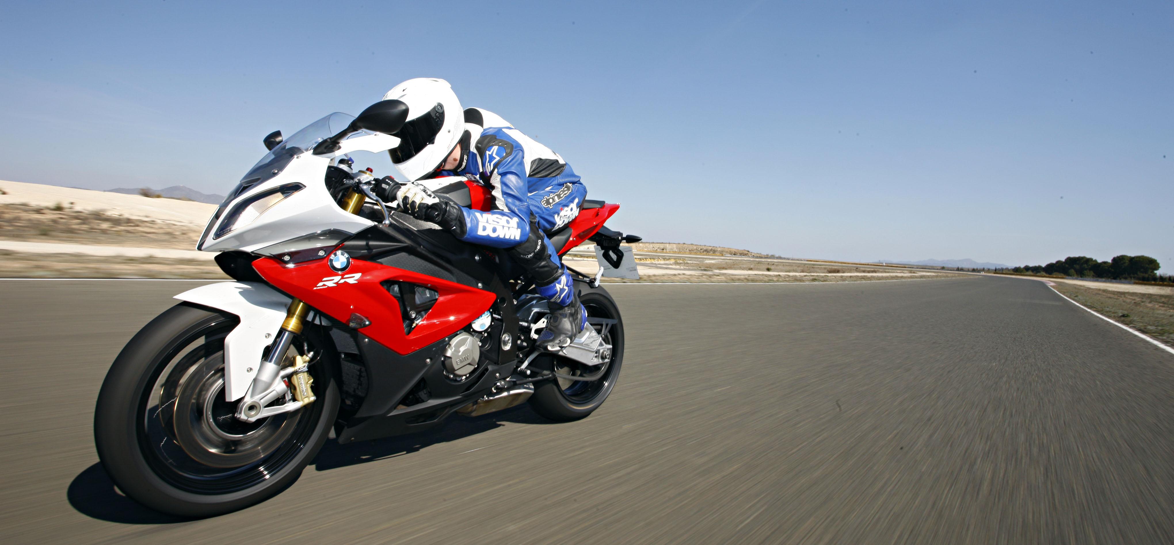 Bmw S1000rr For Sale >> 2011 BMW S1000RR vs. 2012 S1000RR track ... | Visordown