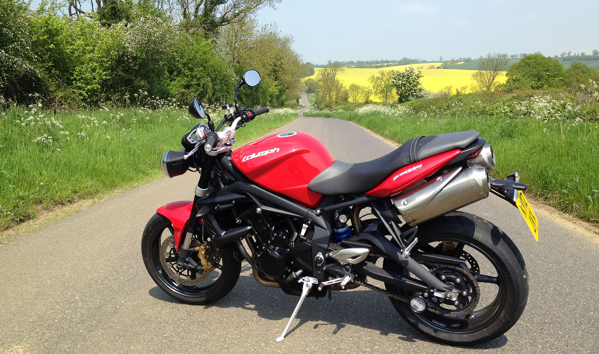 first ride 2012 triumph street triple r visordown. Black Bedroom Furniture Sets. Home Design Ideas