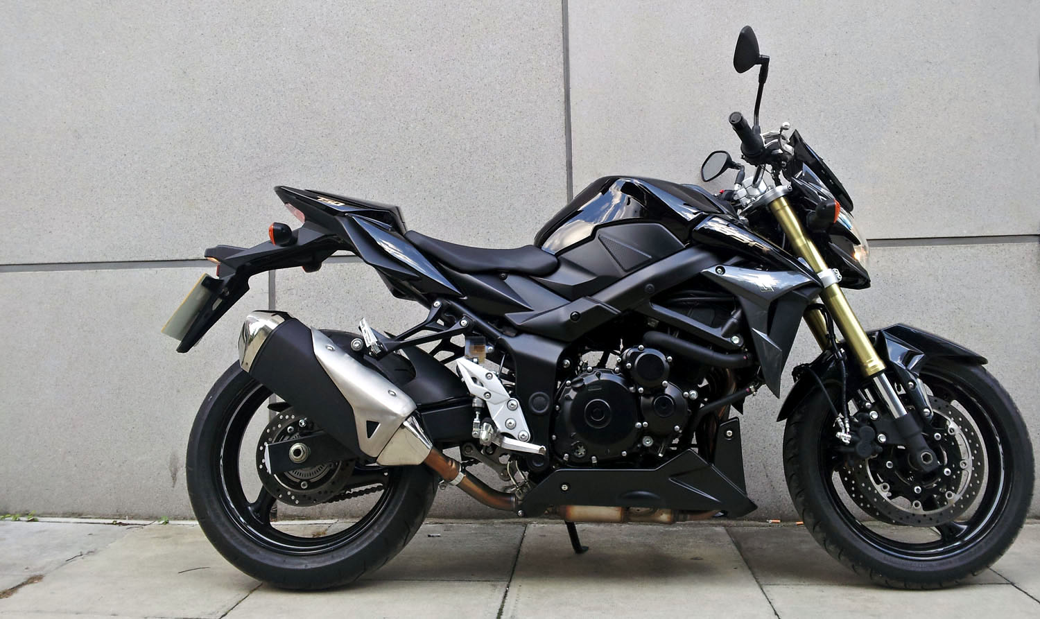 first ride suzuki gsr750 abs review visordown. Black Bedroom Furniture Sets. Home Design Ideas