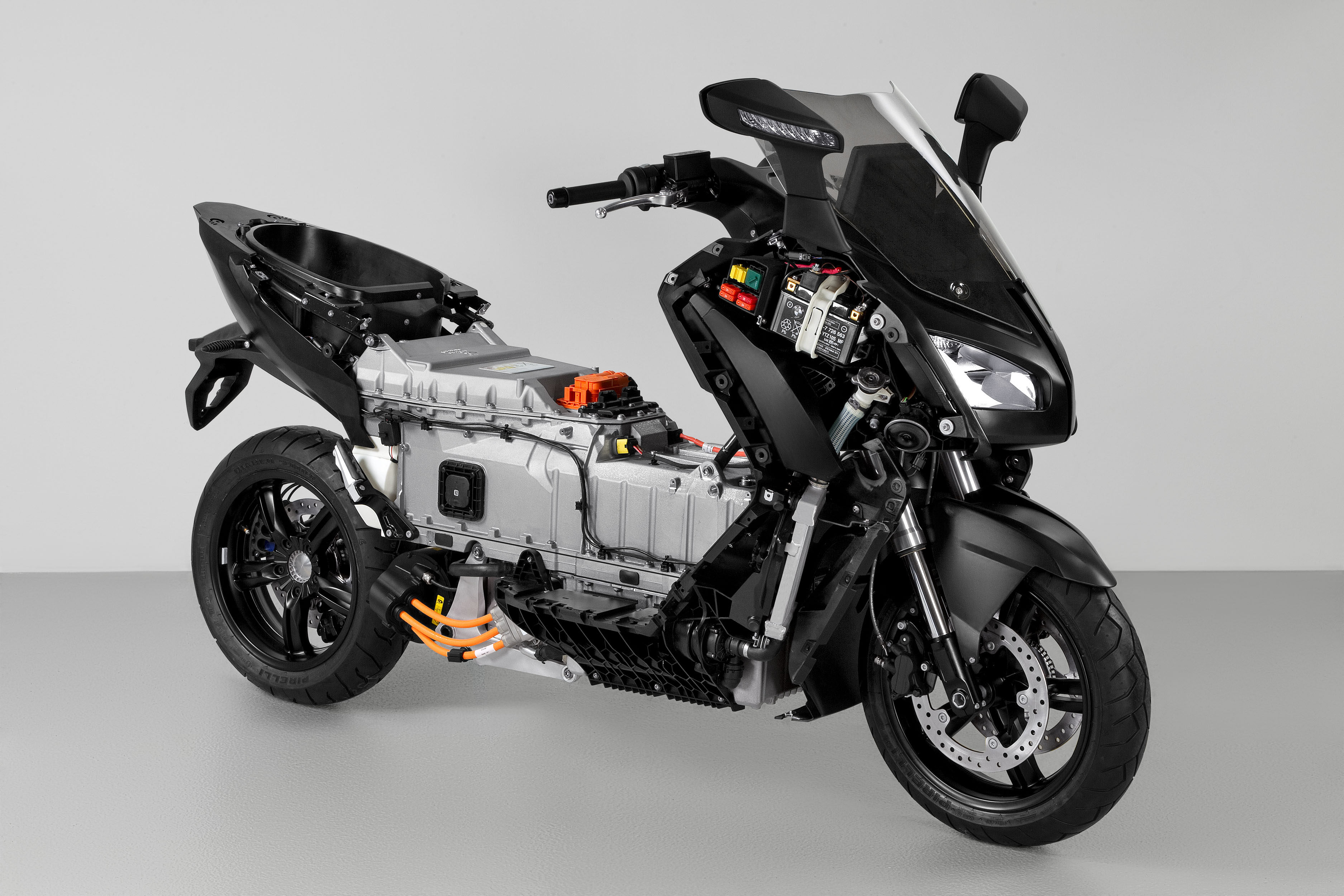 bmw c evolution electric scooter review visordown. Black Bedroom Furniture Sets. Home Design Ideas