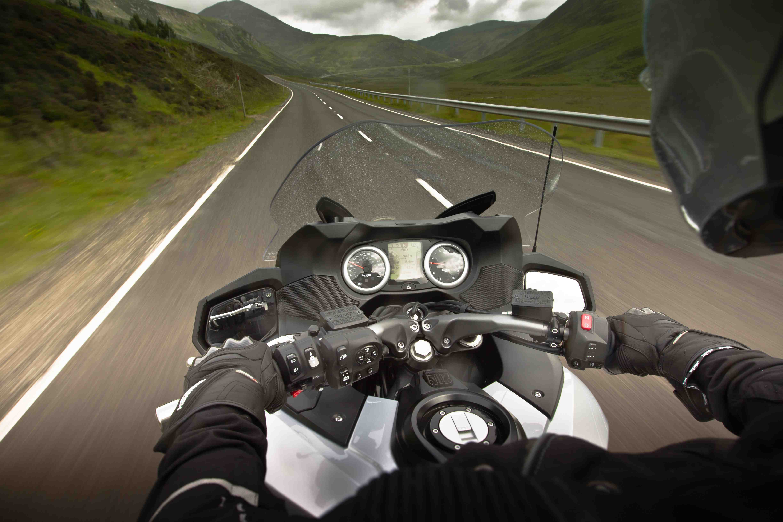 triumph trophy 1200 review: uk roads | visordown