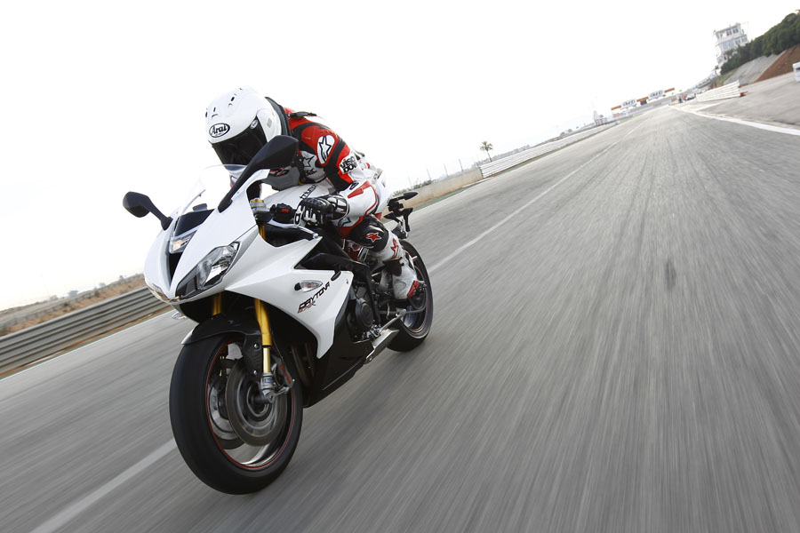 First Ride: 2013 Triumph Daytona 675R review