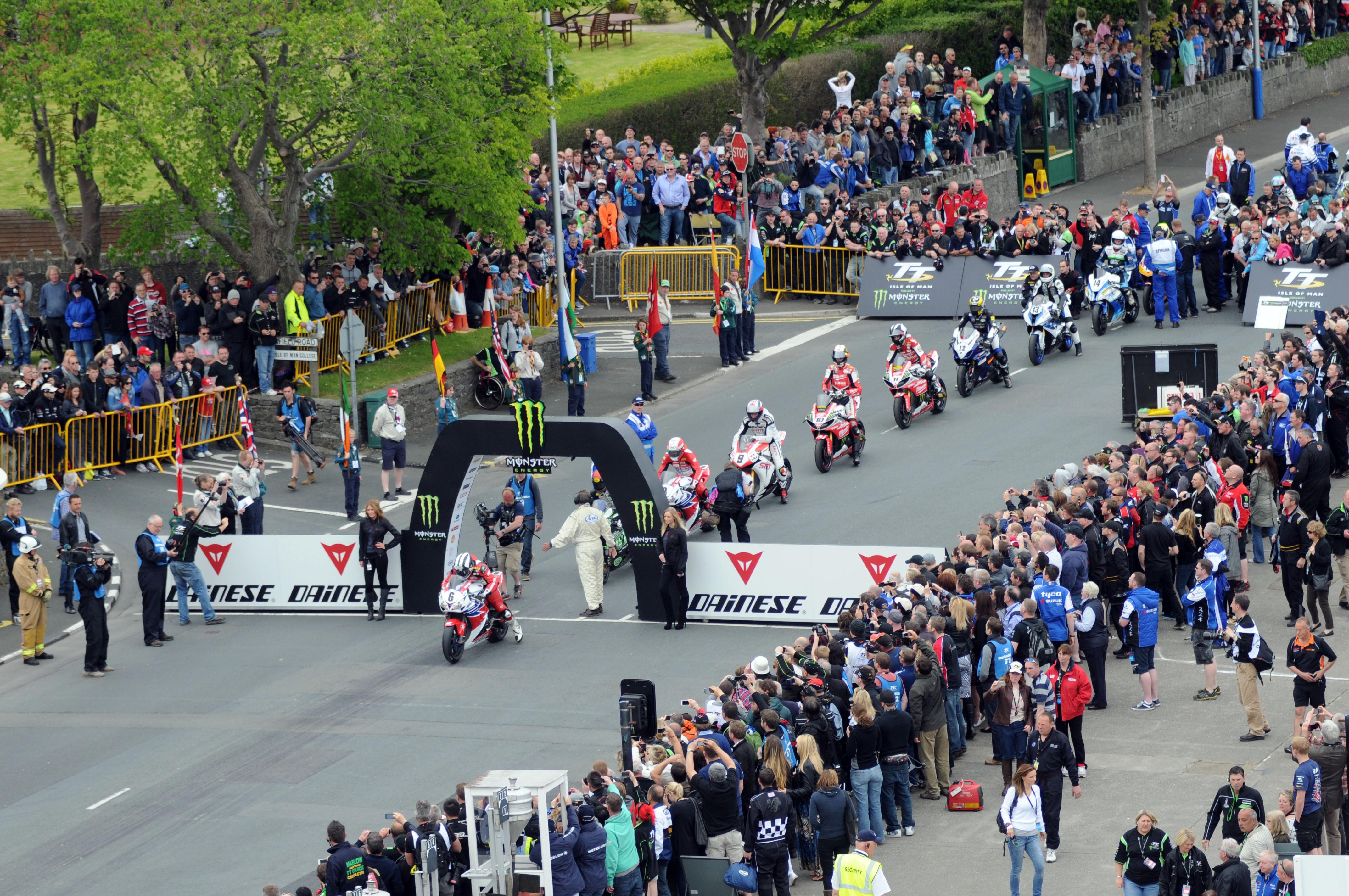 Dunlop wins TT Superbike race