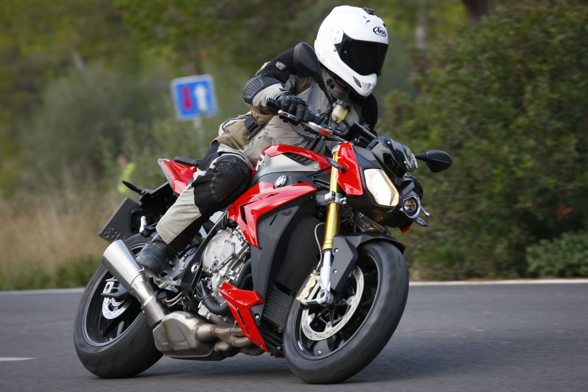 first ride bmw s1000r review visordown. Black Bedroom Furniture Sets. Home Design Ideas