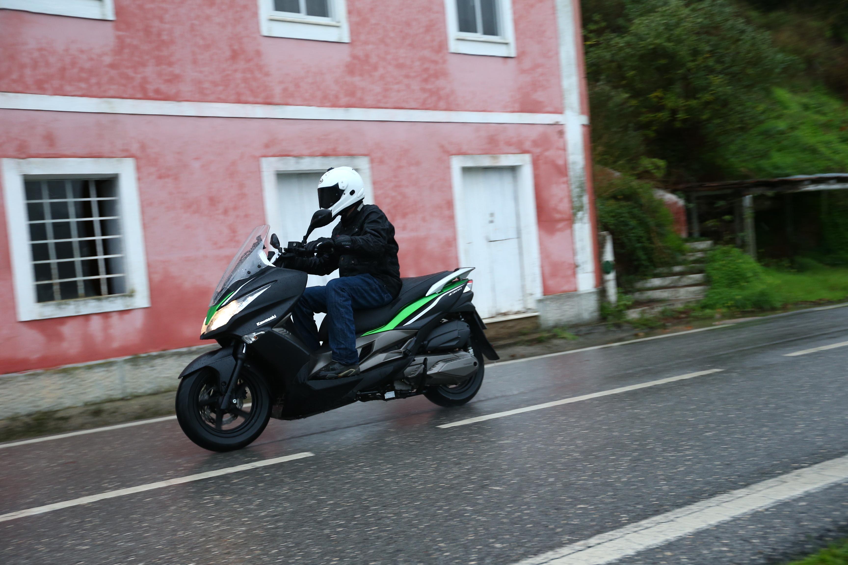 First Ride Kawasaki J300 Review Visordown