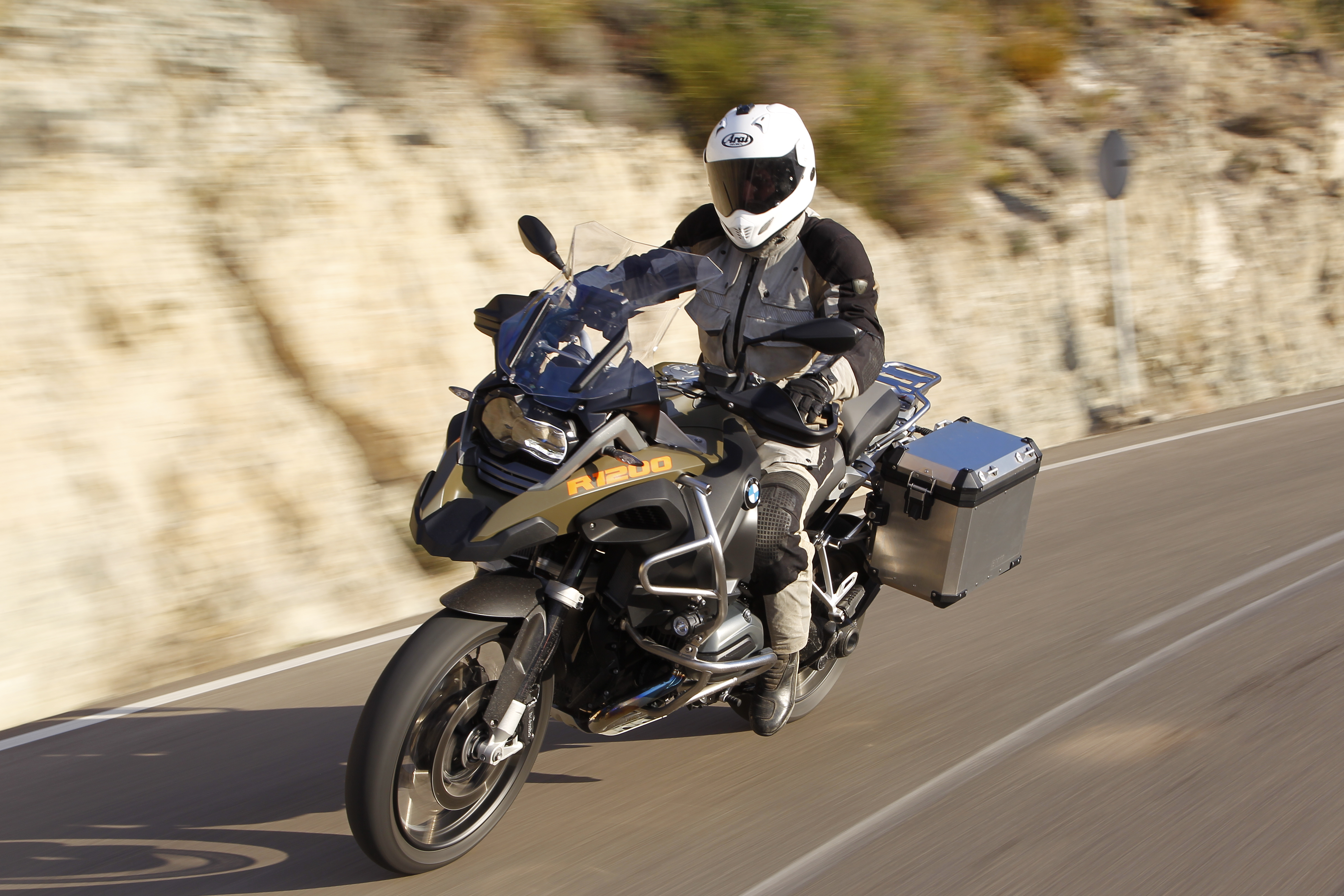 first ride bmw r1200gs adventure review visordown. Black Bedroom Furniture Sets. Home Design Ideas