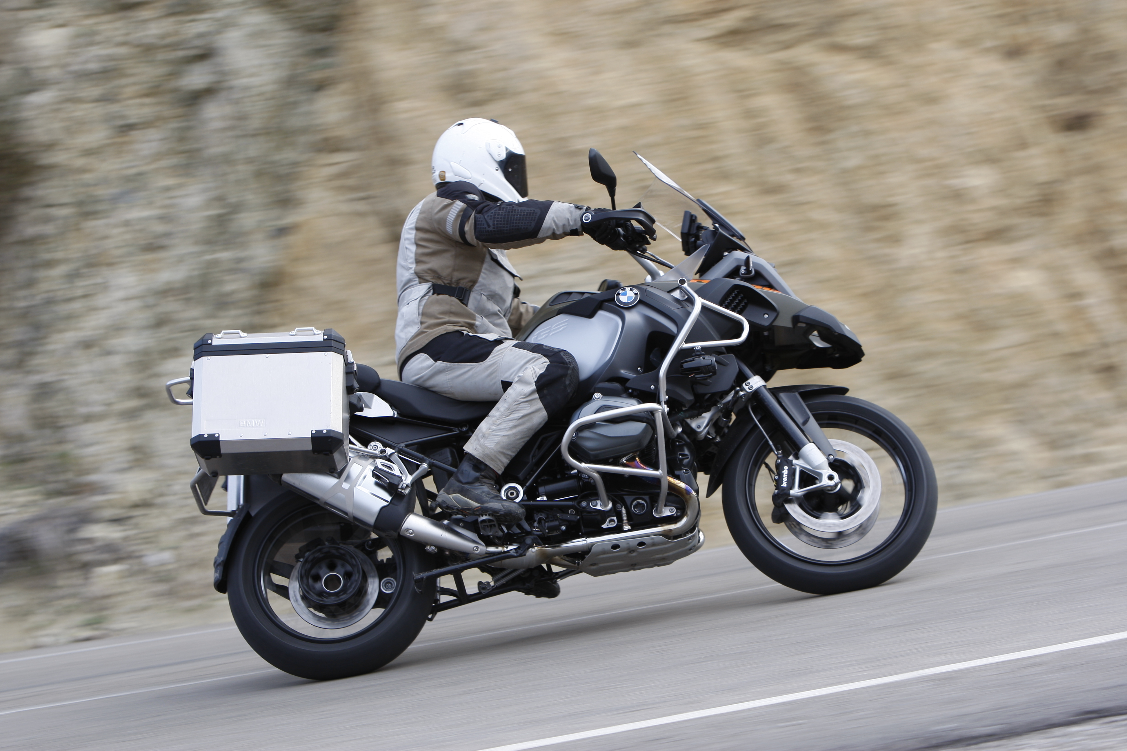 First Ride Bmw R1200gs Adventure Review Visordown