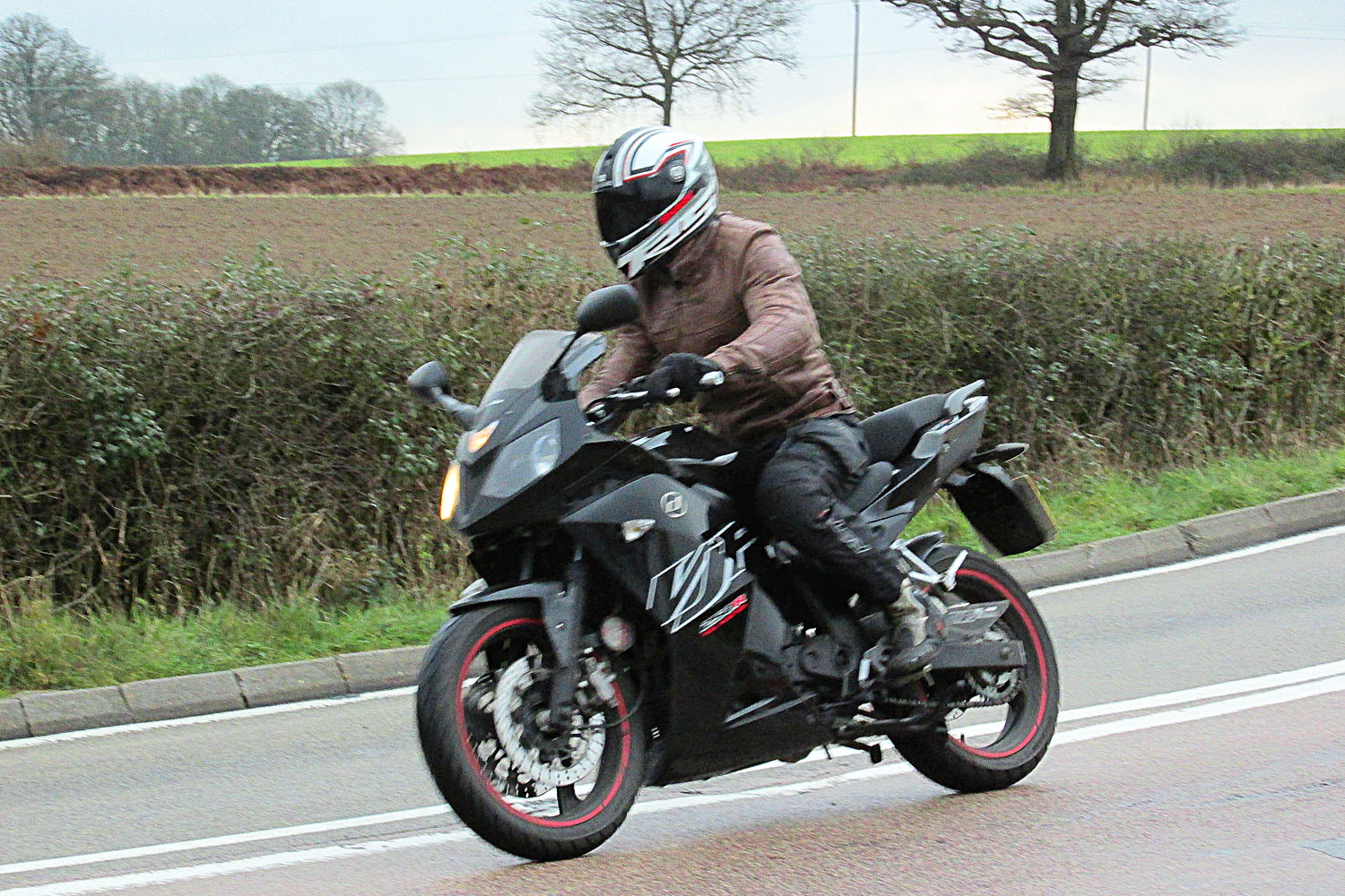 Comparison Test Kawasaki Ninja 300 Vs Visordown