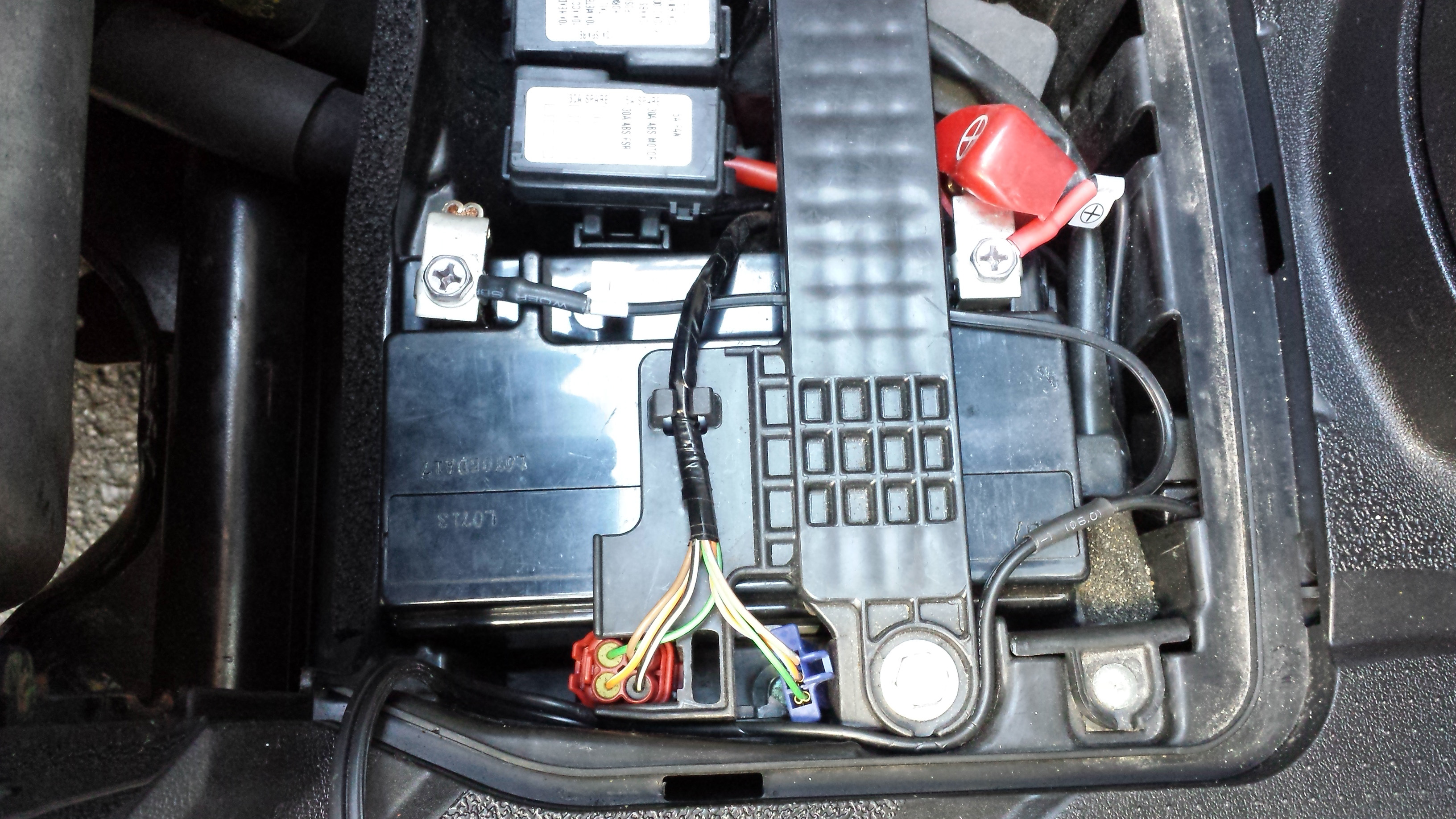 Wiring in an Oxford HotVest to a Honda SH300i