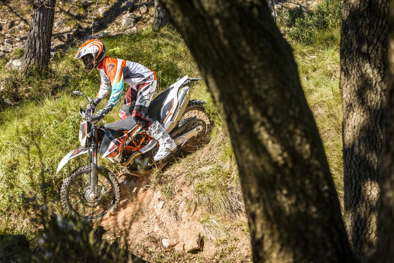 First Ride: 2014 KTM 690 Enduro R review   Visordown