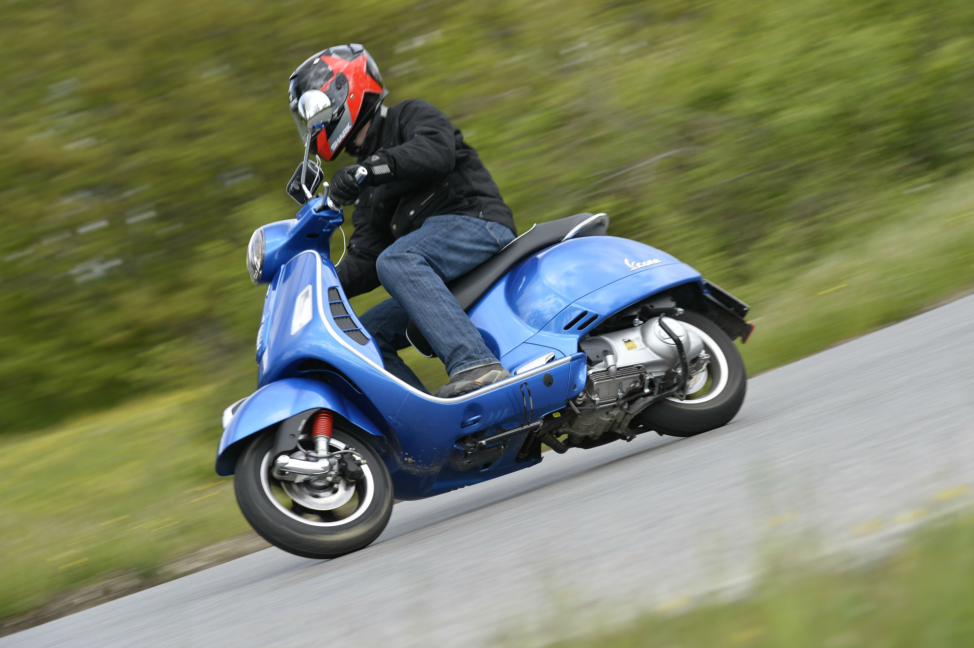 First ride: Vespa GTS 300 Super review | Visordown