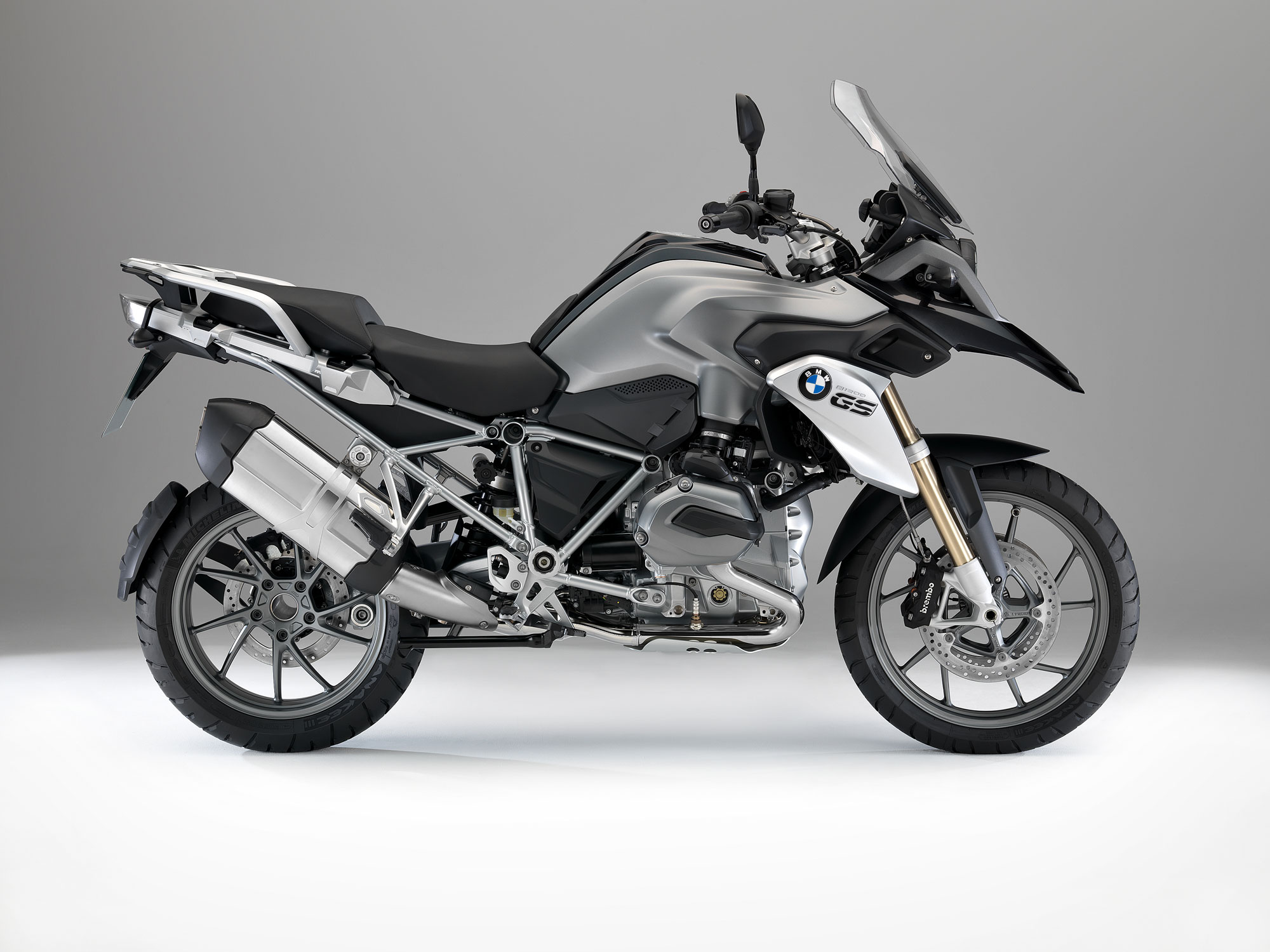 BMW R1200GS fault may cause oil to leak on tyre