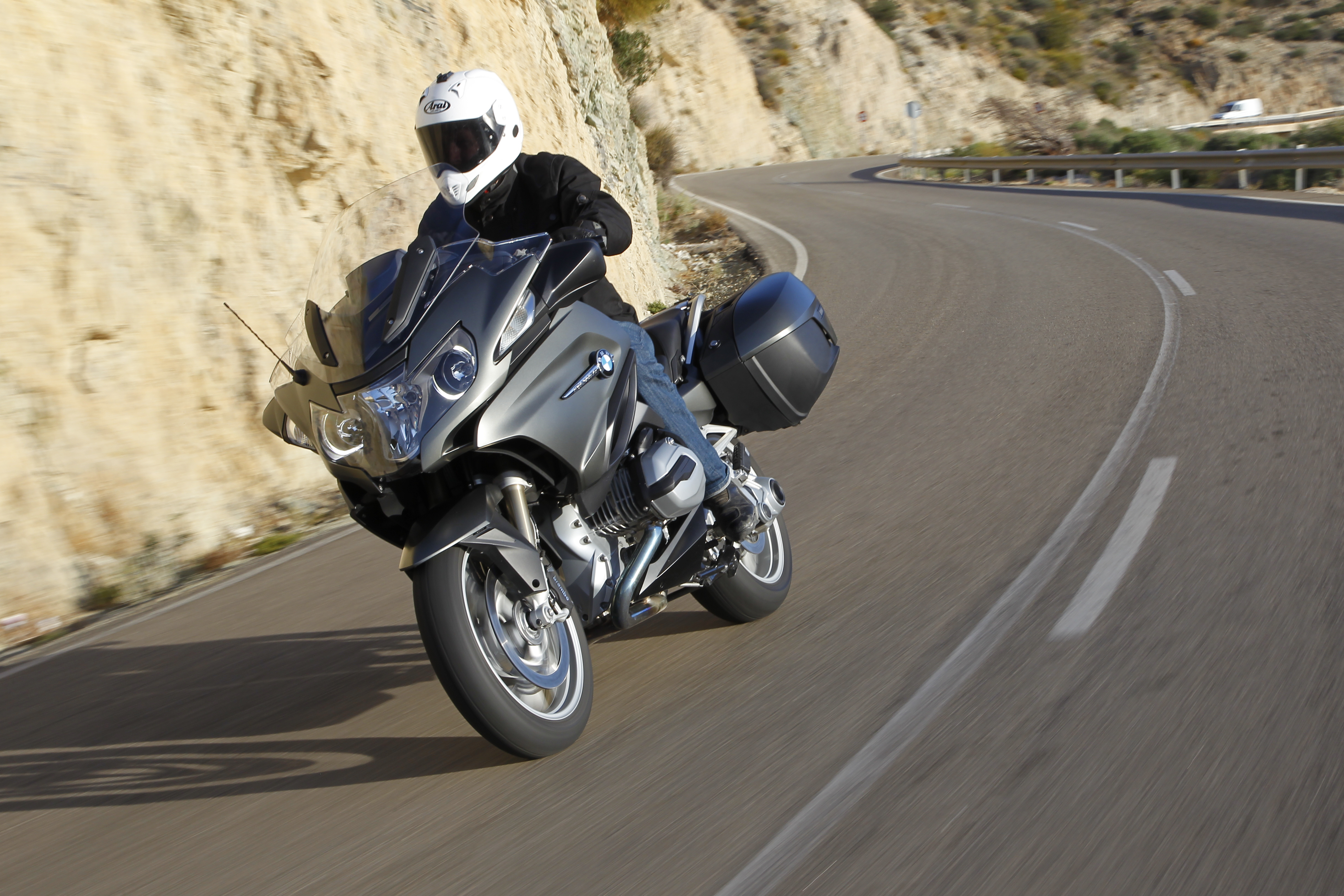 BMW tells R1200RT owners not to ride bikes