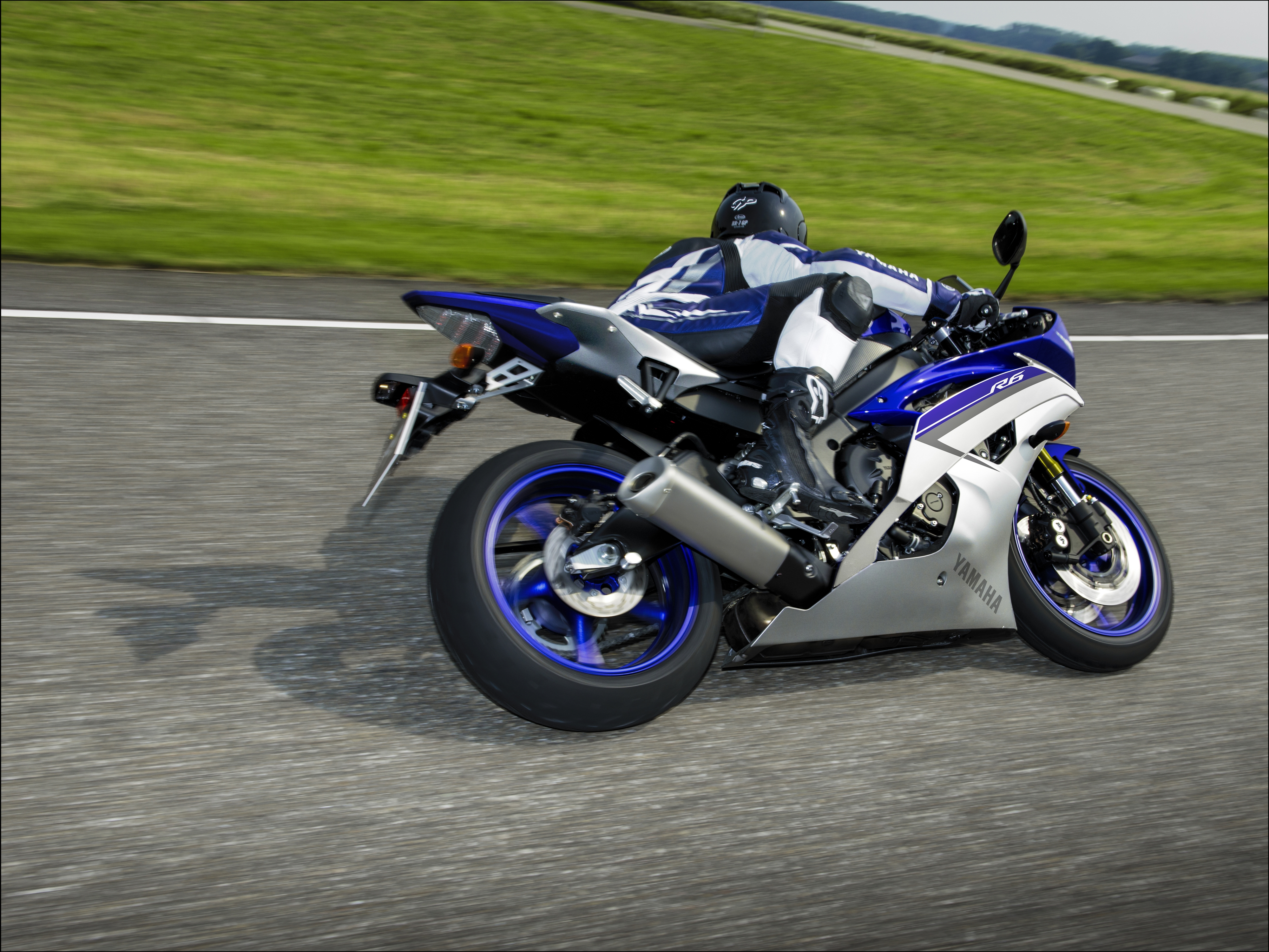 new colours for yamaha r6 and r125 visordown. Black Bedroom Furniture Sets. Home Design Ideas