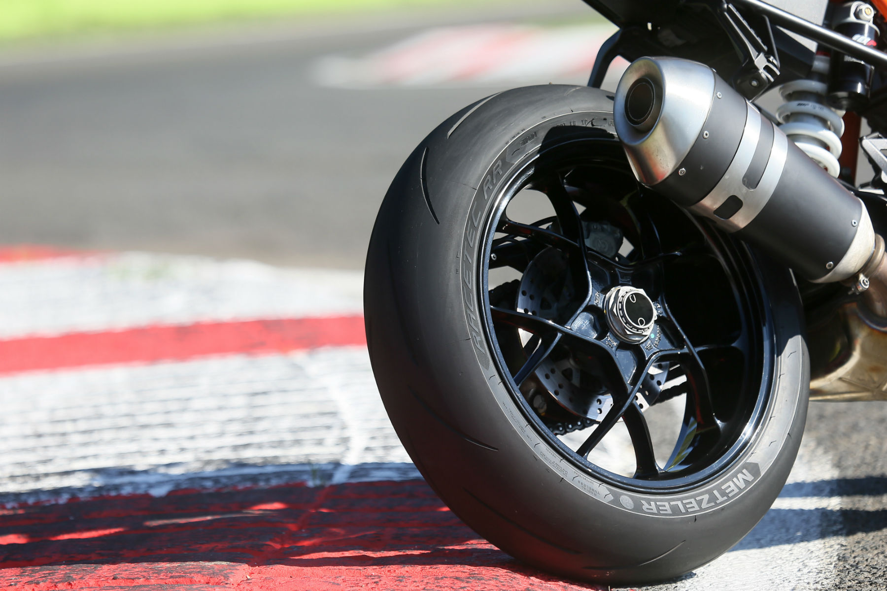 Metzeler launches Racetec RR supersport tyre