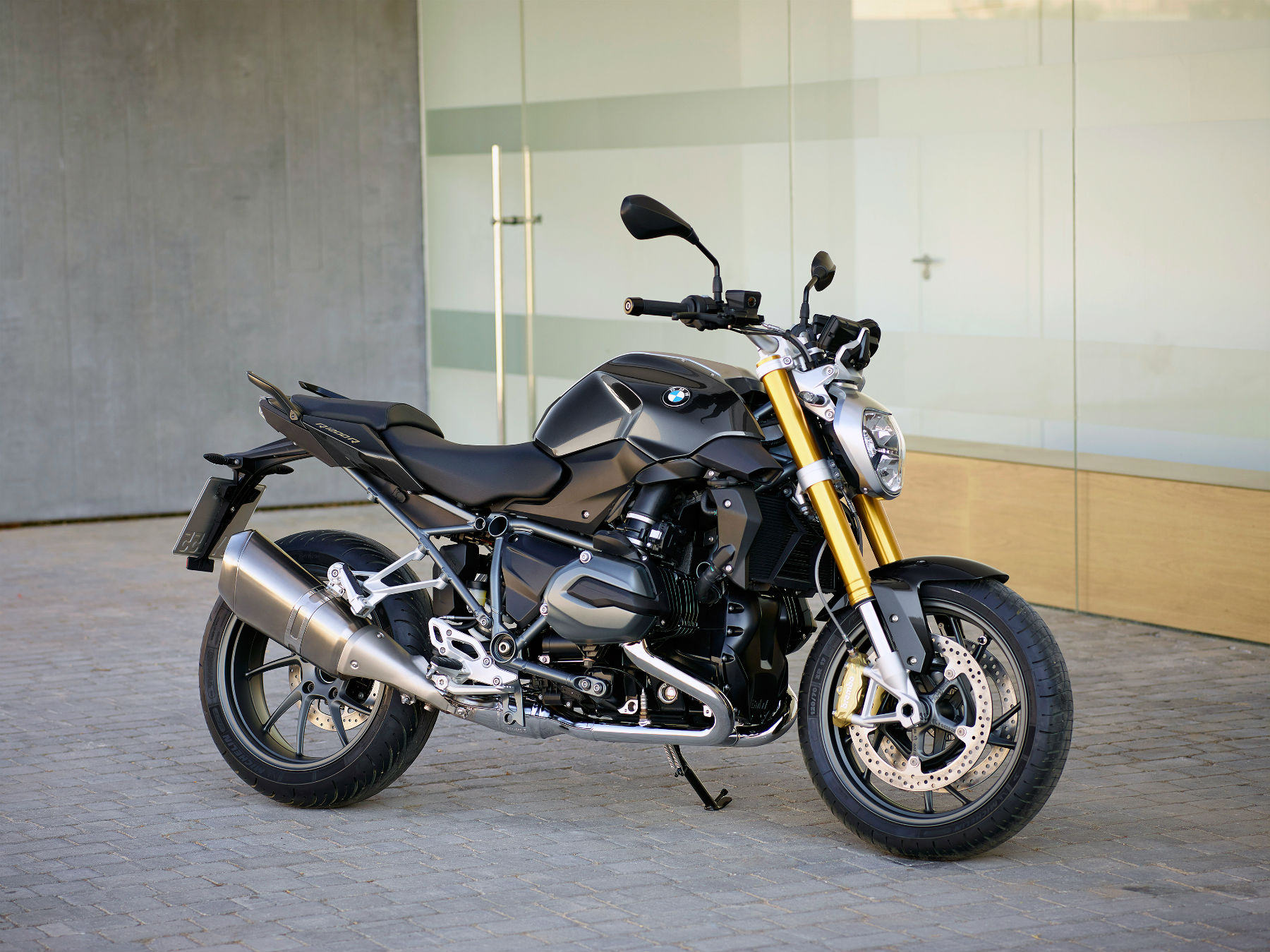 First Ride 2015 Bmw R1200r Review Visordown