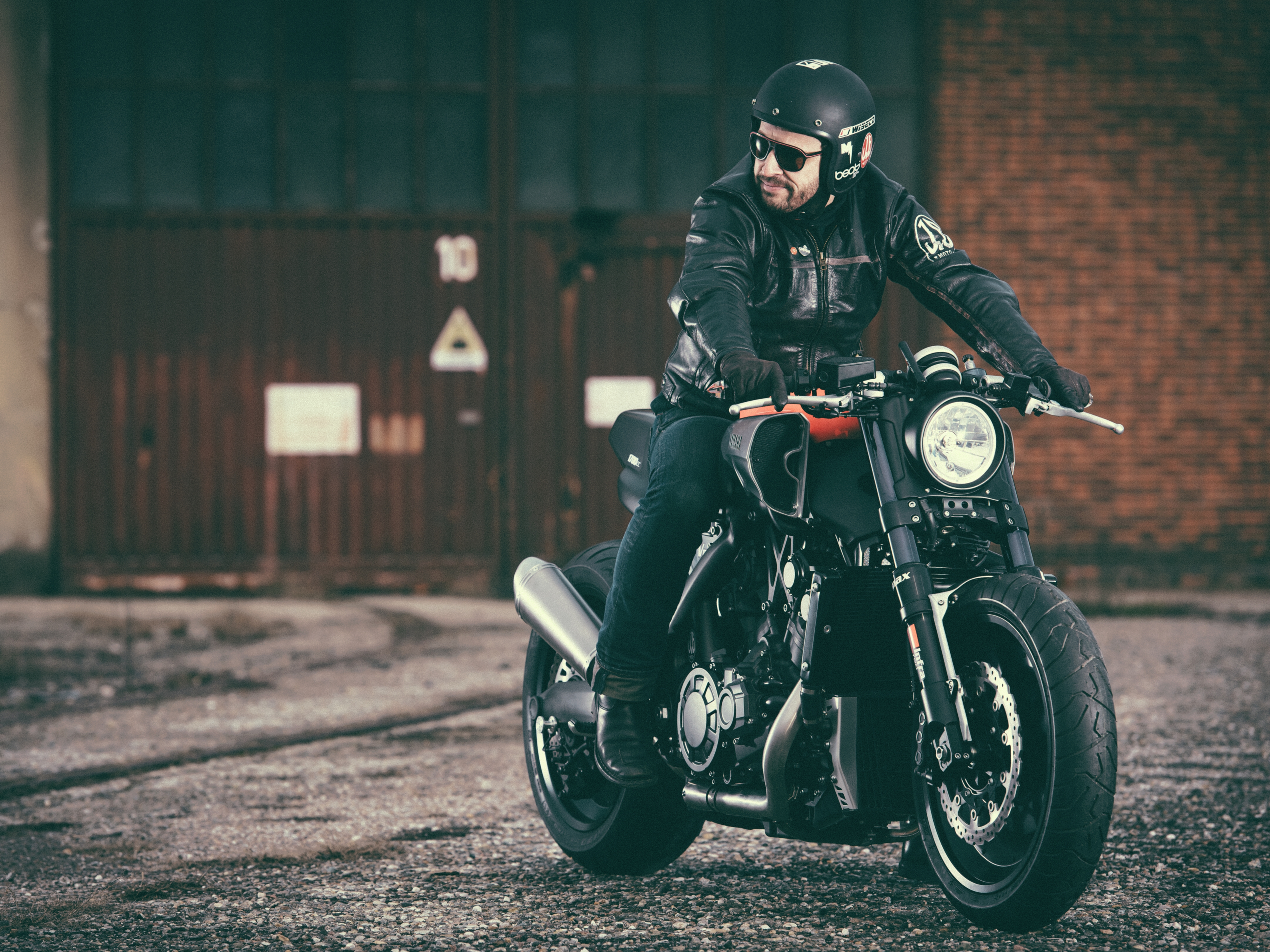 yamaha's yard built vmax 'infrared' | visordown