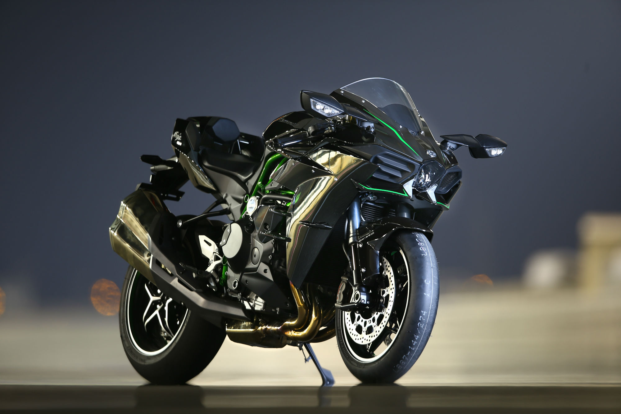 first ride kawasaki ninja h2 and h2r re visordown. Black Bedroom Furniture Sets. Home Design Ideas