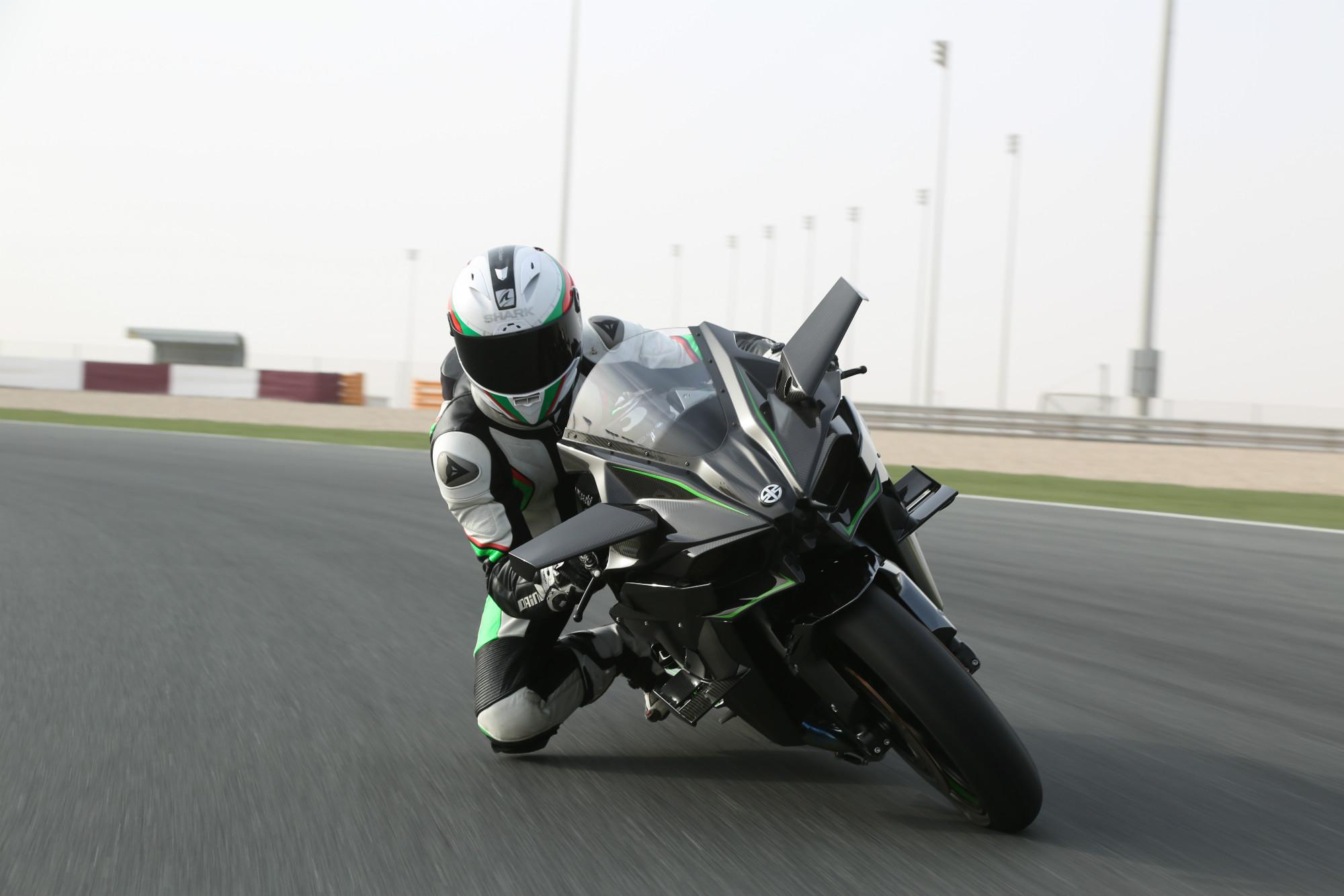 Kawasaki Ninja H2r >> First ride: Kawasaki Ninja H2 and H2R re... | Visordown