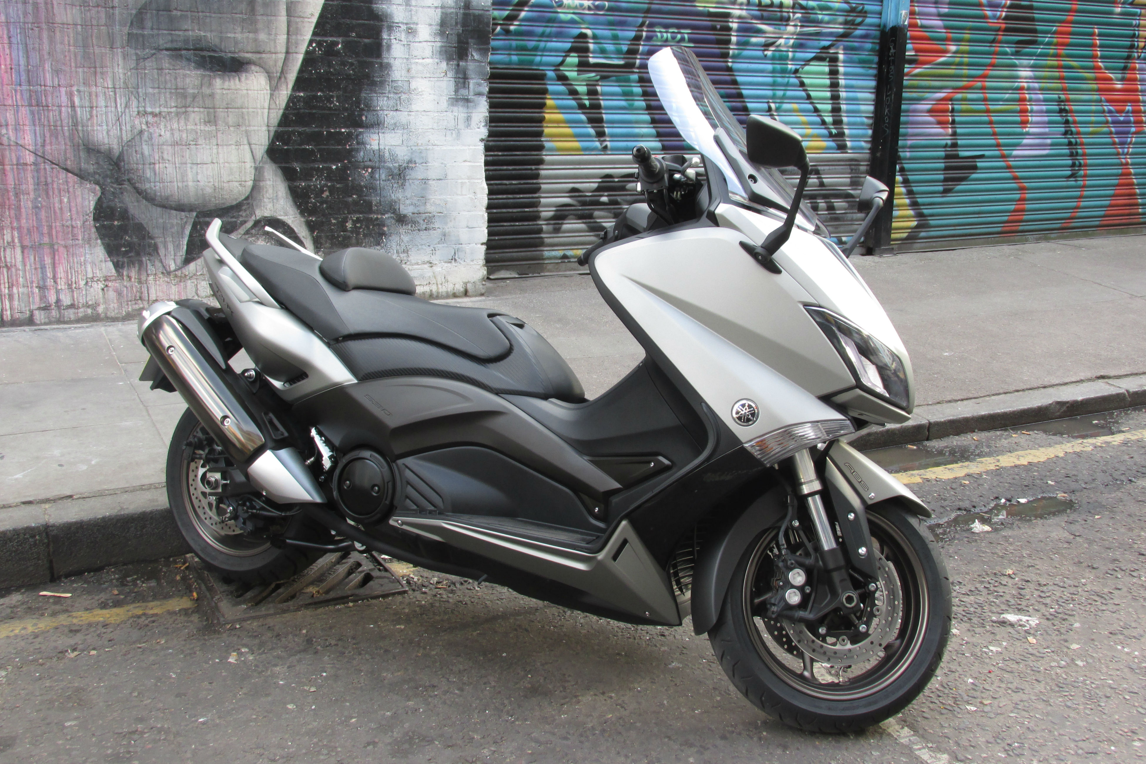first ride yamaha tmax review visordown. Black Bedroom Furniture Sets. Home Design Ideas