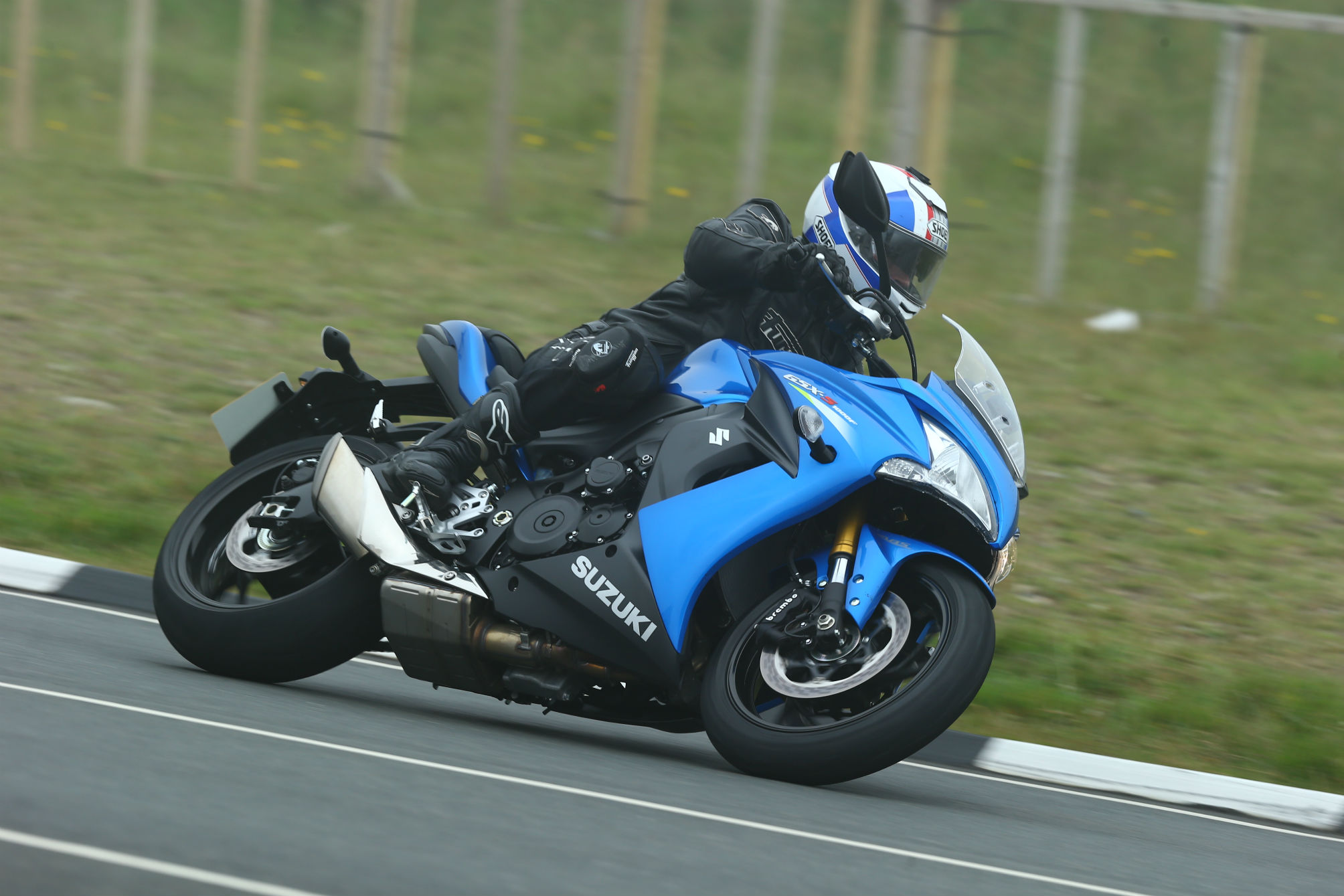 first ride suzuki gsx s1000f review visordown. Black Bedroom Furniture Sets. Home Design Ideas