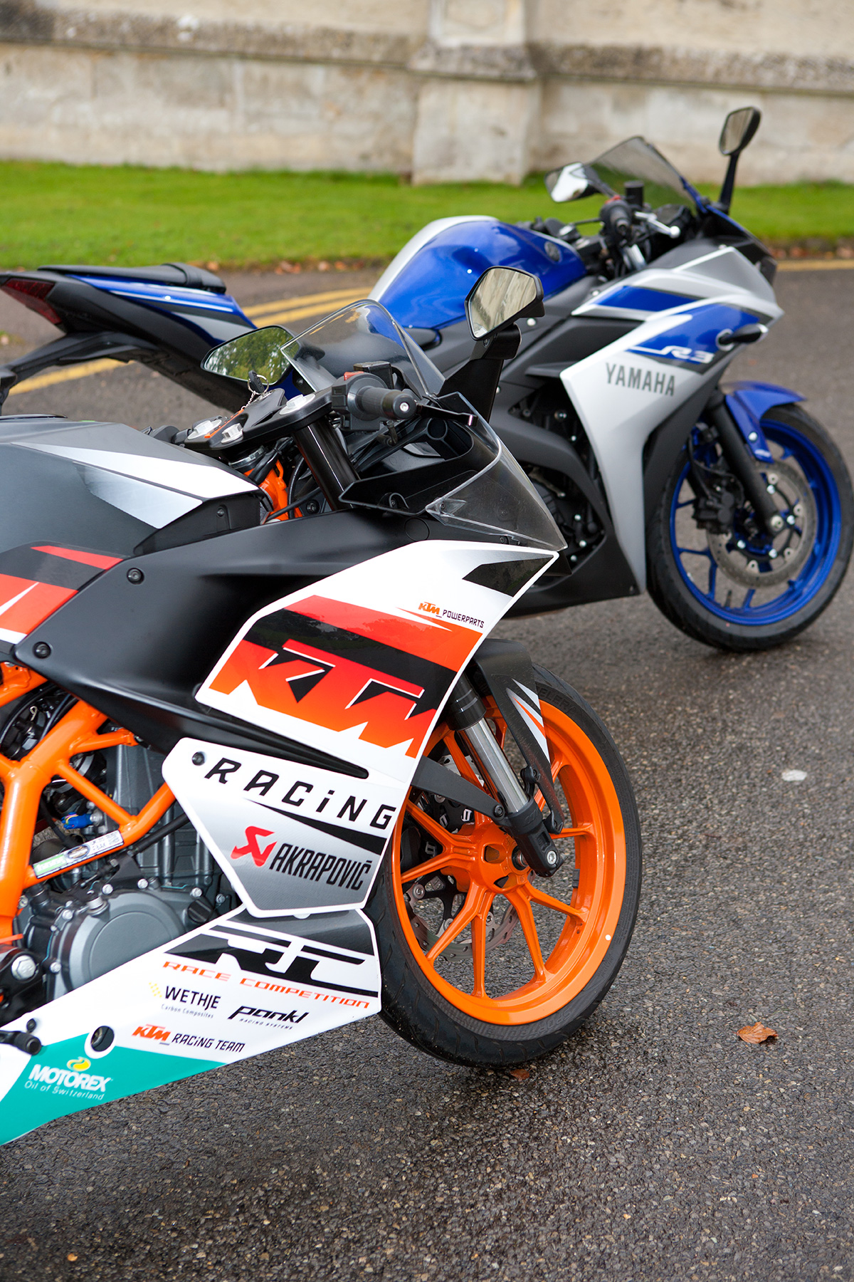 head to head ktm rc 390 vs yamaha r3 re visordown. Black Bedroom Furniture Sets. Home Design Ideas