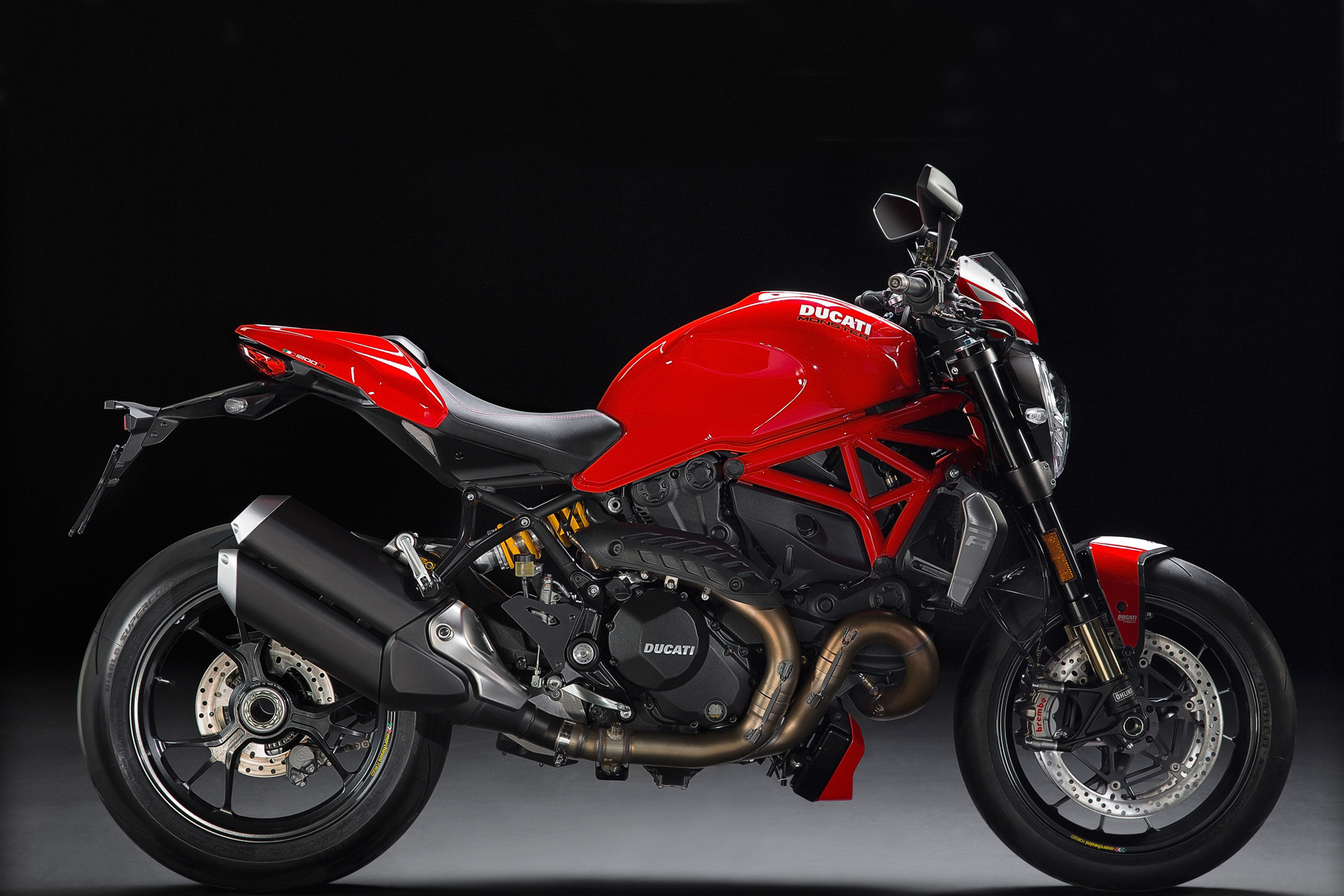 ducati monster 1200s versus 1200r visordown. Black Bedroom Furniture Sets. Home Design Ideas