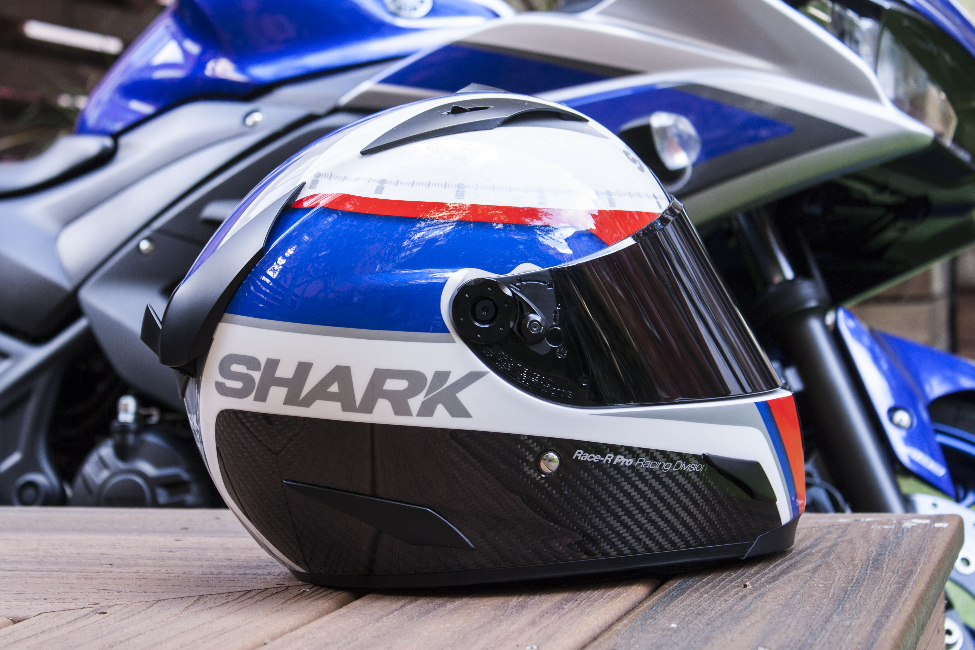review shark race r pro carbon visordown. Black Bedroom Furniture Sets. Home Design Ideas