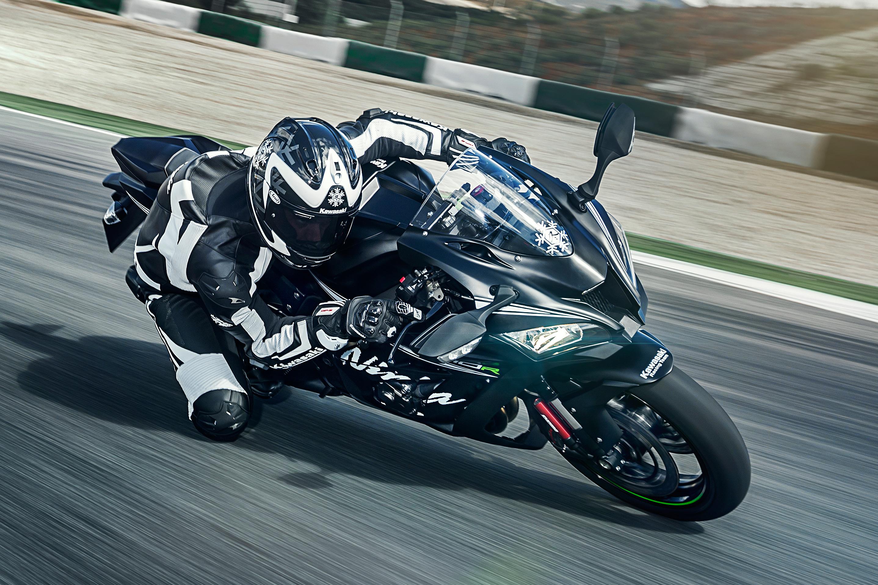 Kawasaki unveils 2016 road range at Eicma