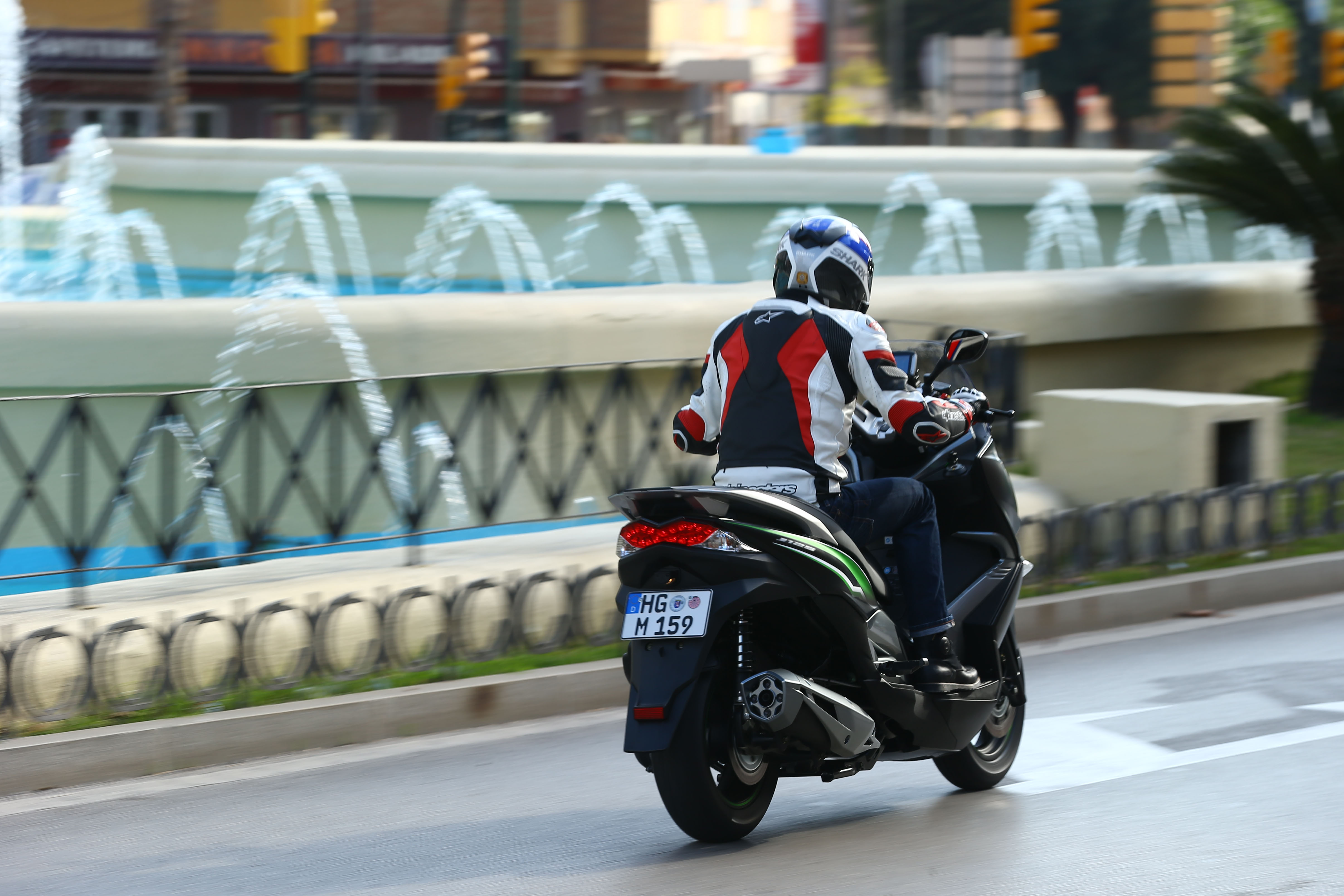 first ride: kawasaki j125 review | visordown