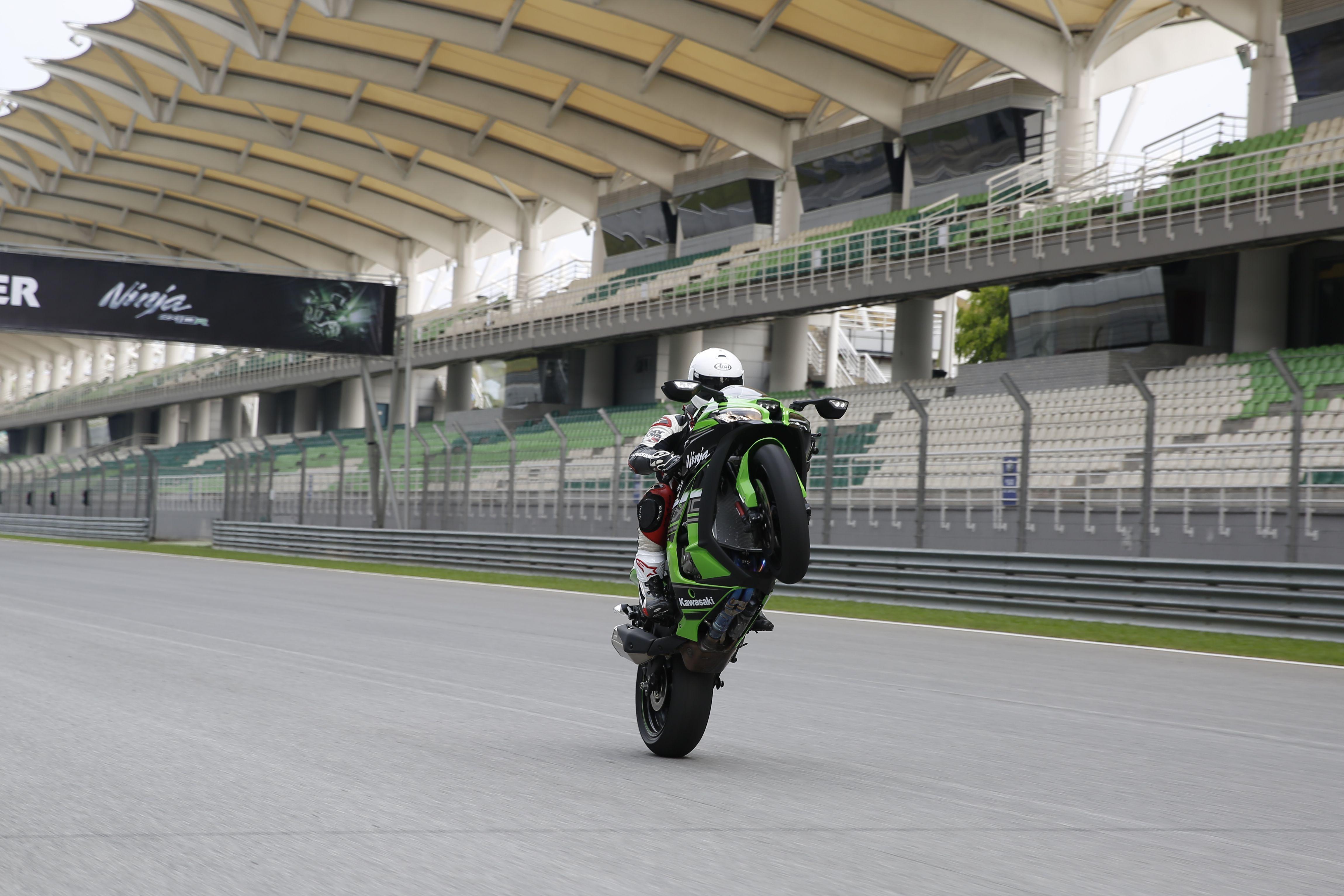 First ride: 2016 Kawasaki ZX-10R review