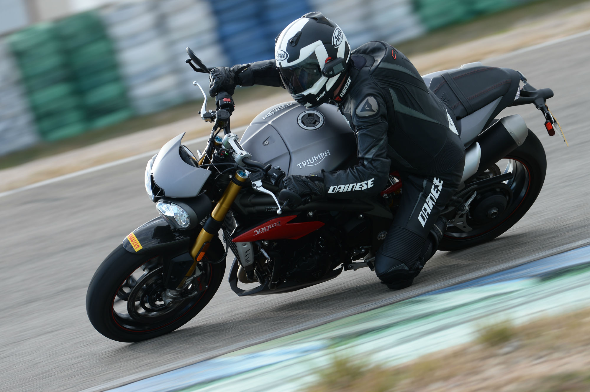 first ride triumph speed triple r review visordown. Black Bedroom Furniture Sets. Home Design Ideas